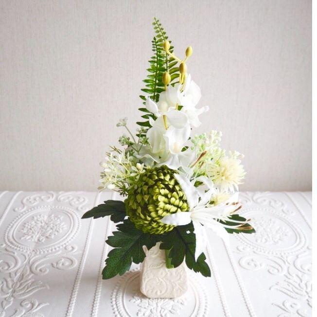 ●新作 仏花【枯れない お供え花】上品 ホワイト& グリーン*お花たっぷり 陽花B38