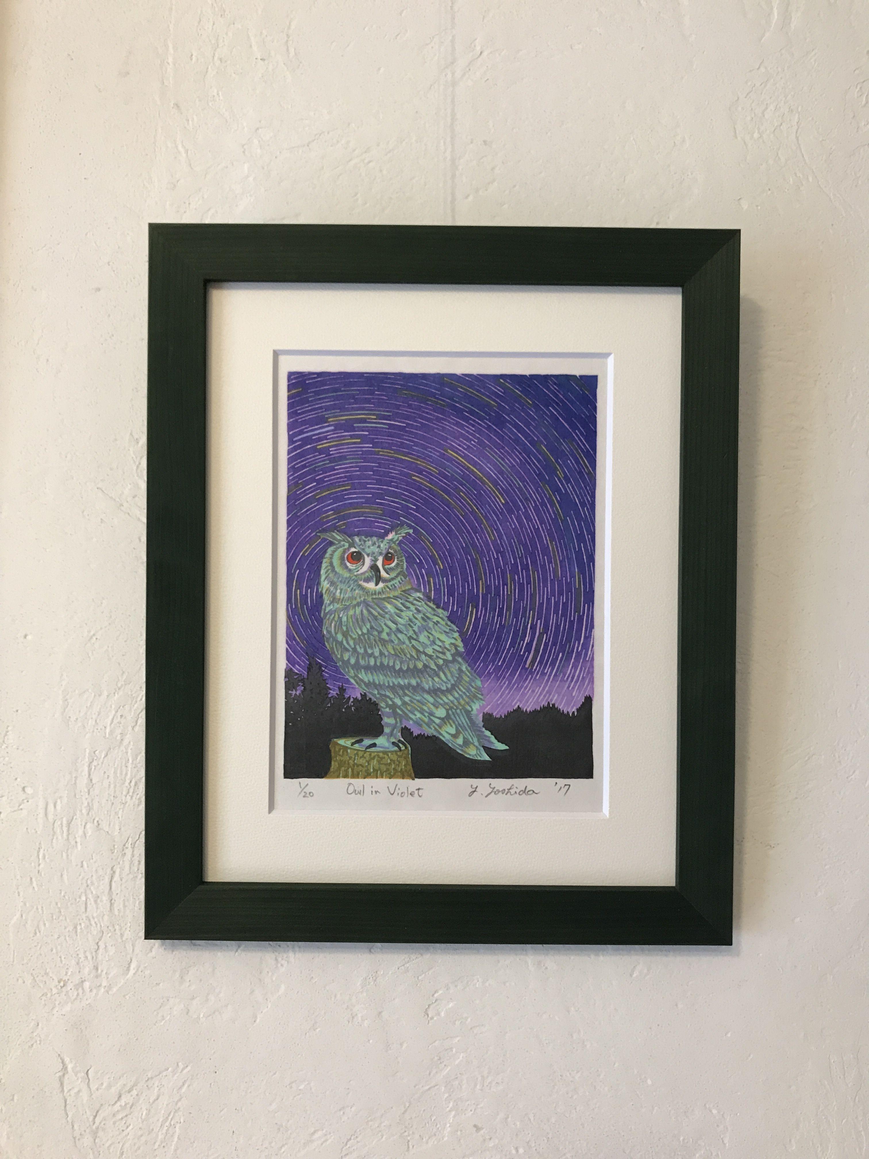 木版画  「Owl in  Violet 」クリスマスシーズンに