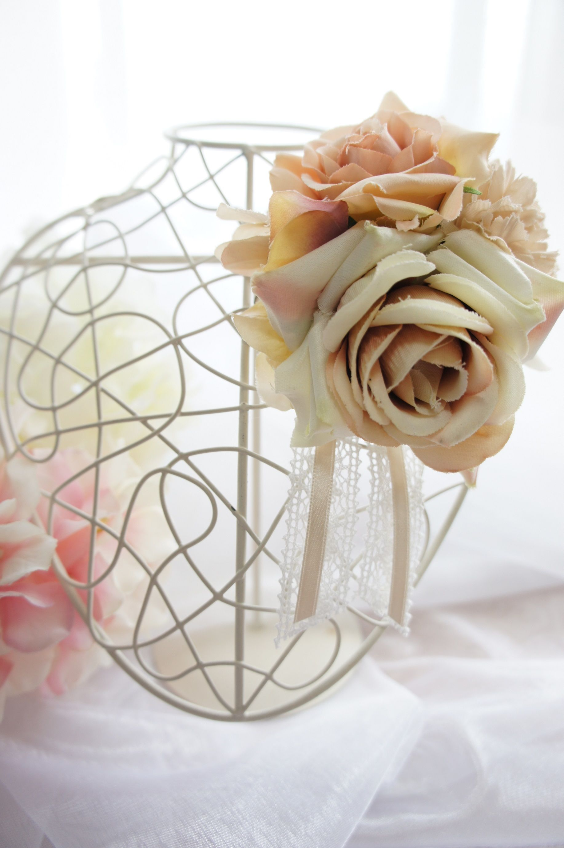 エクリュカラーでオシャレ女子に♪ローズと紫陽花のブーケ風コサージュ