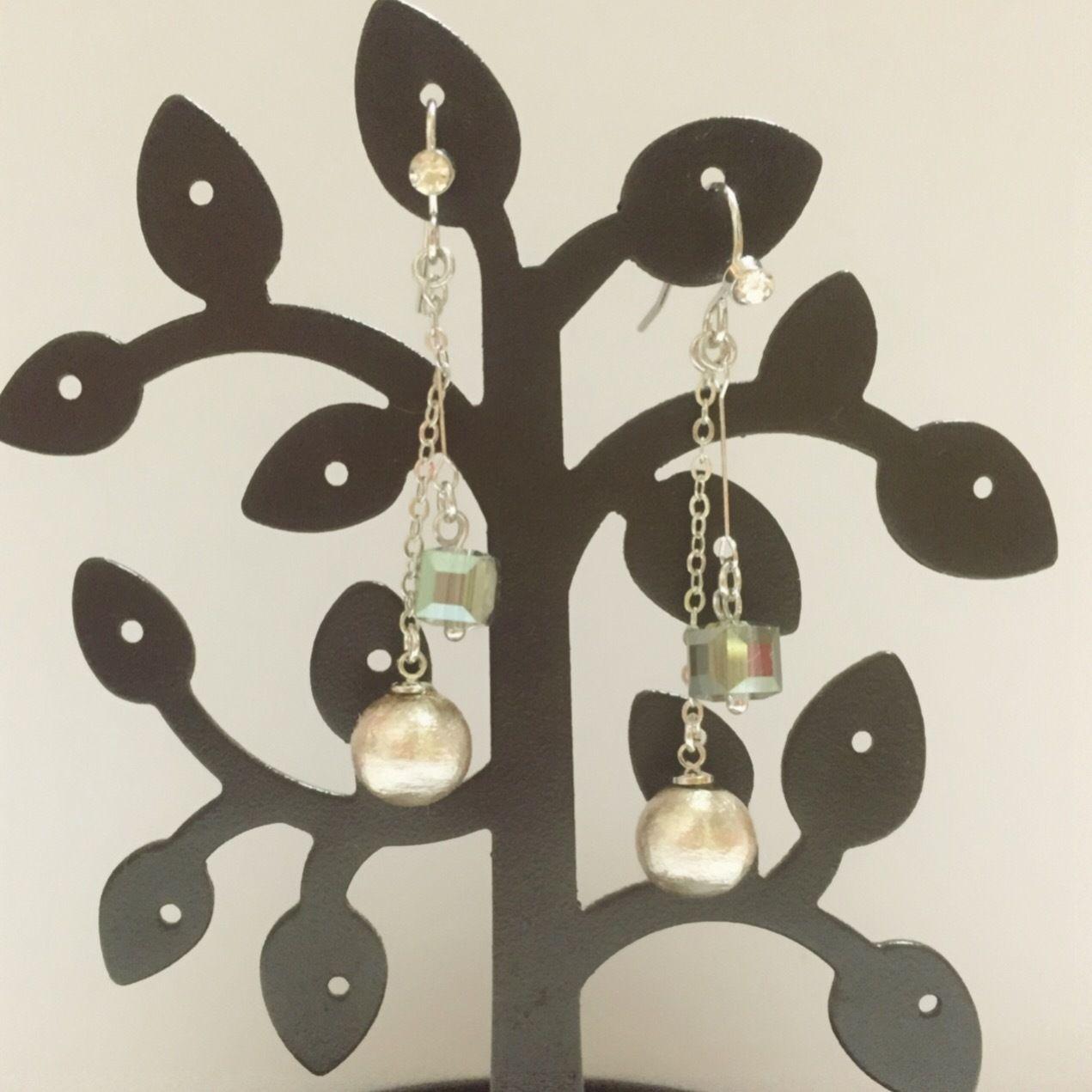 絹鼠コットンパール&キューブガラスの高品質プラチナメッキのラインストーン付きフックピアス