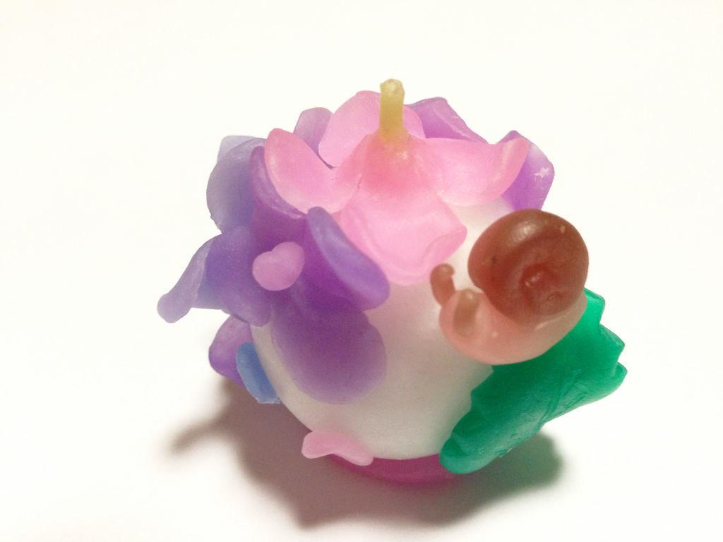 【キット】紫陽花で寛ぐカタツムリ