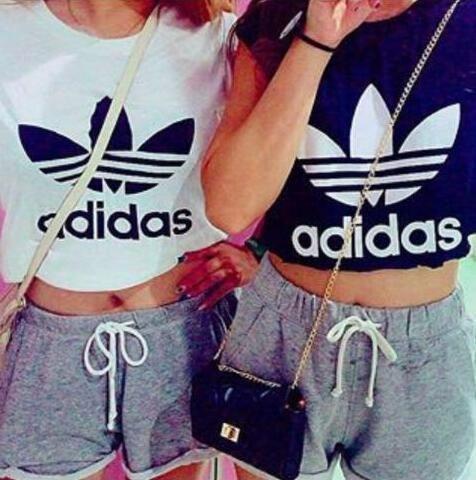 夏定番!  人気アディダス adidas腹出しTシャツ ショット丈Tシャツ 半袖 黒 白