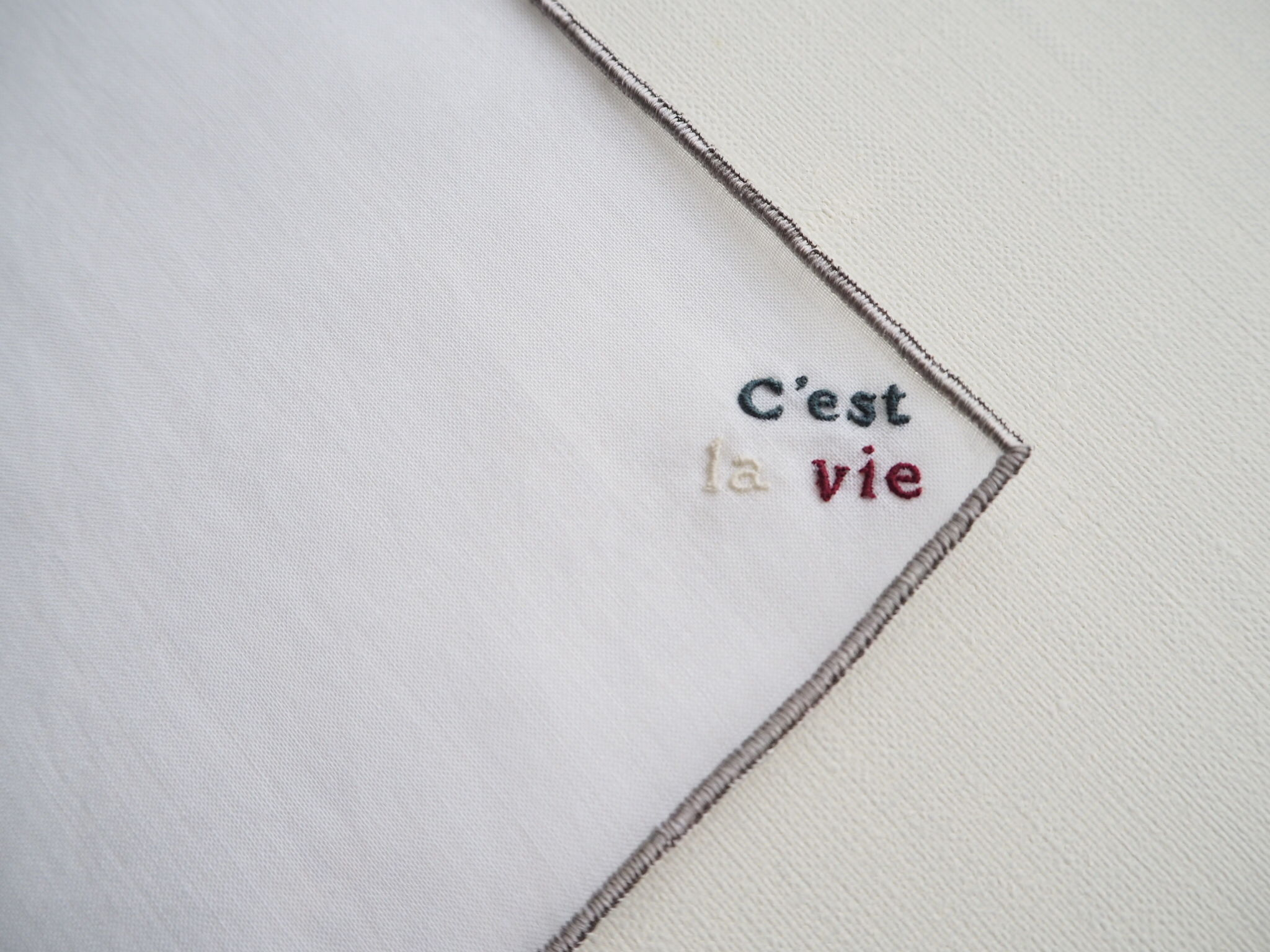"""Le message   """" C'est la vie """"・ ポケットチーフ #PS1701"""