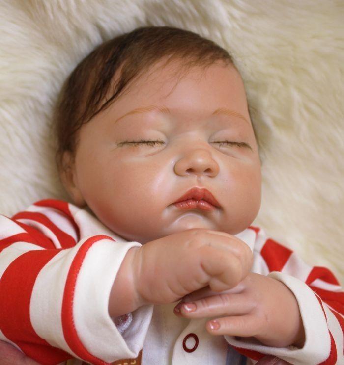 リボーンドール リアル赤ちゃん人形 本物そっくり かわいいベビー人形 ハンドメイド海外ドール 衣装付き クローズアイ すやすや おやすみ中  本物みたいな乳児ちゃん