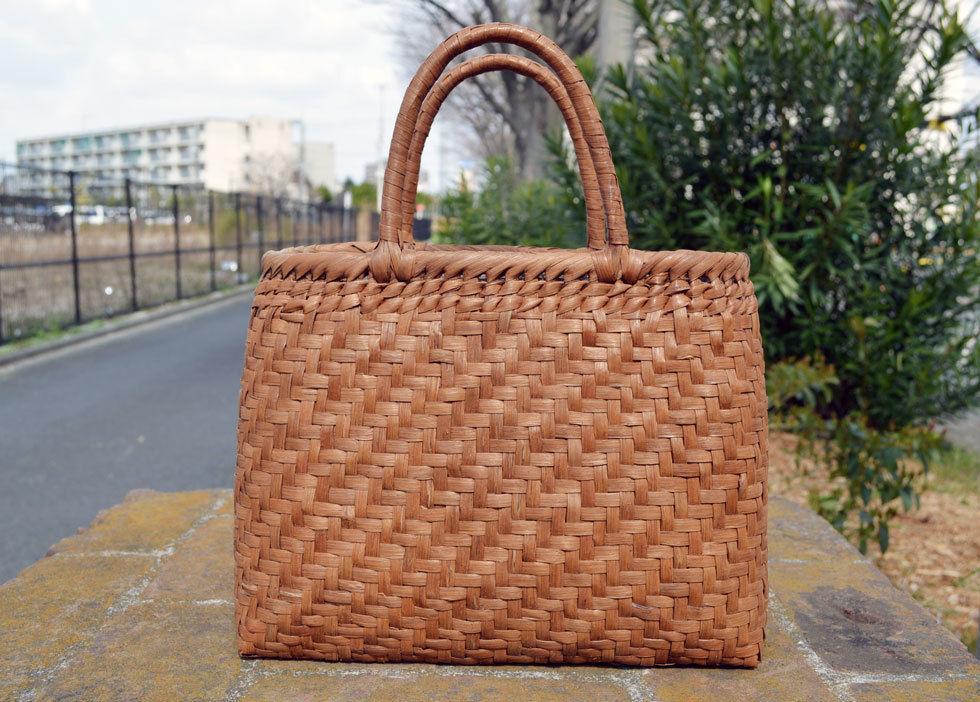 やまぶどう 山葡萄手提げ籠バッグ 定番サイズ 中布と内ポケット付き 長さ約36cm×横約16cm×高さ約25cm
