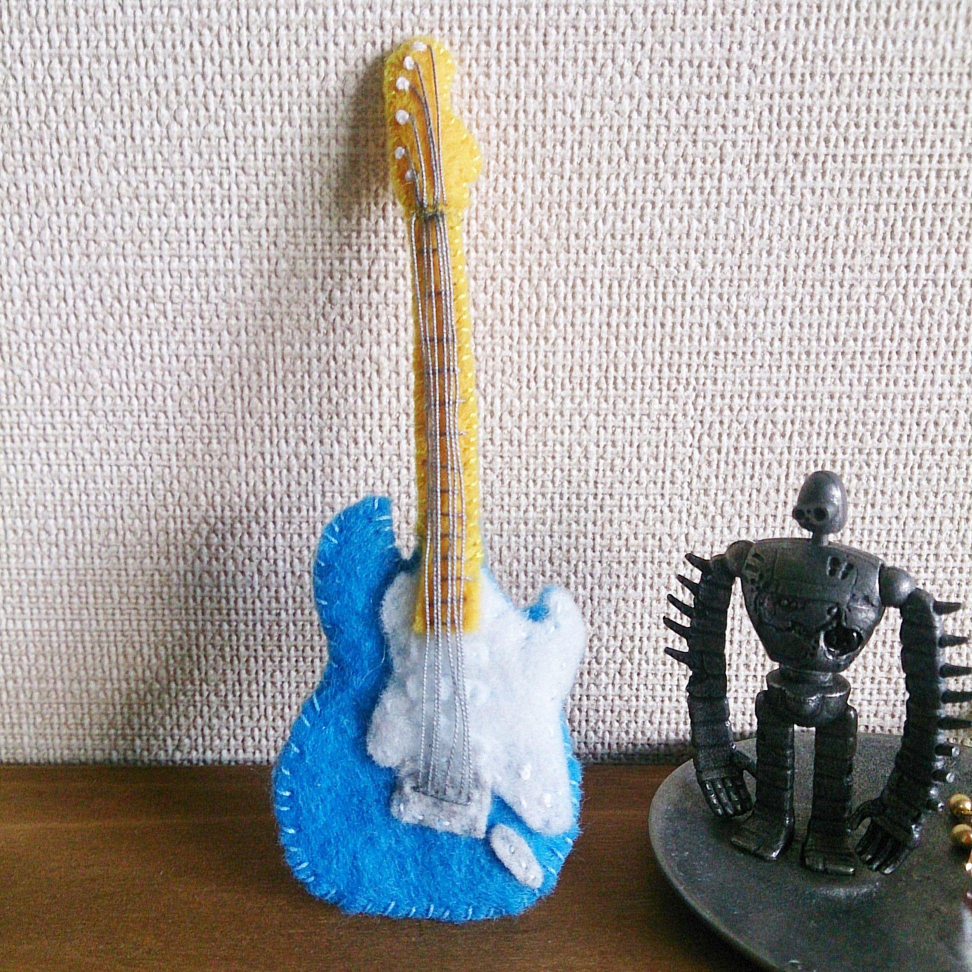 フェルトのギターブローチ(ストラトキャスター)