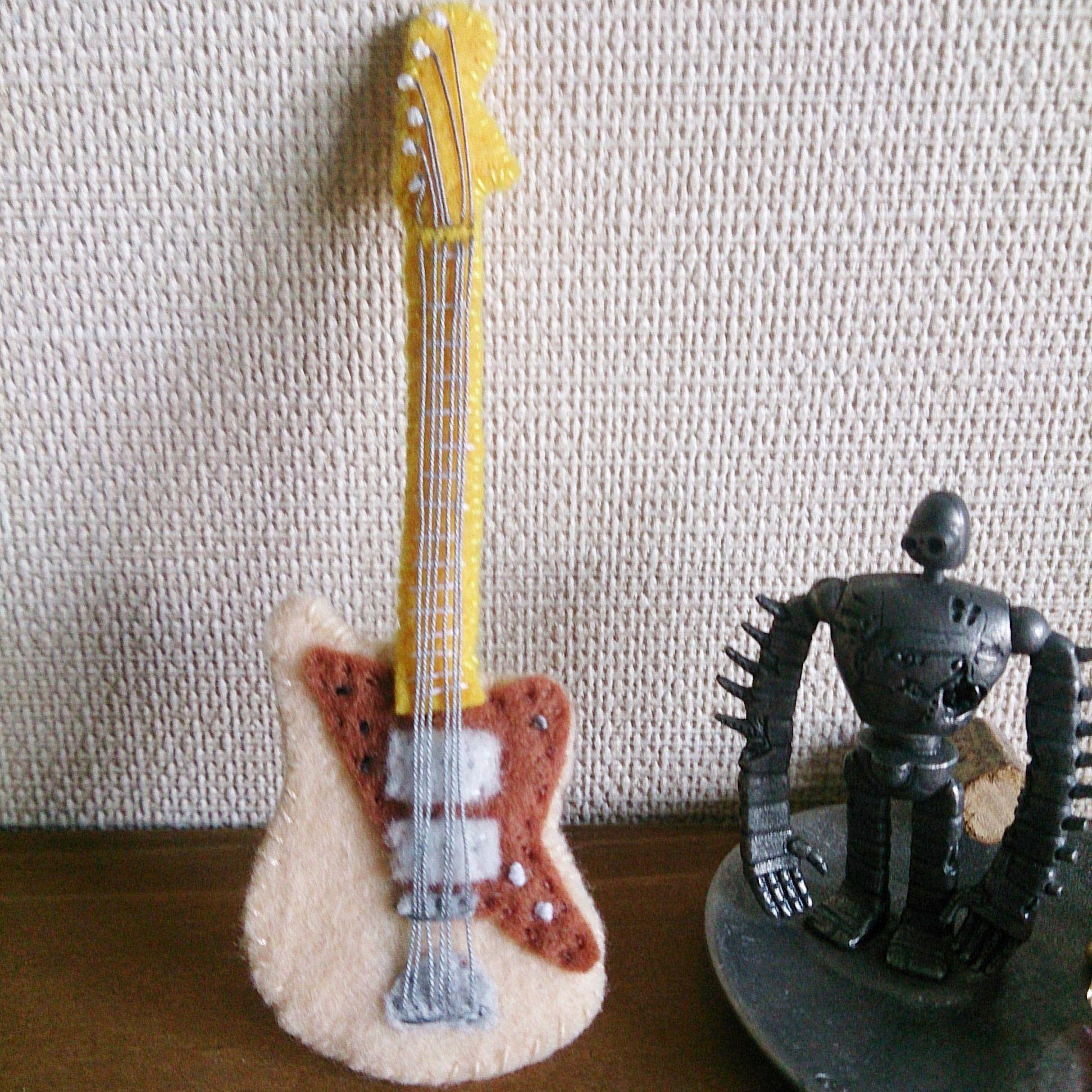 フェルトのギターブローチ(ジャズマスター)