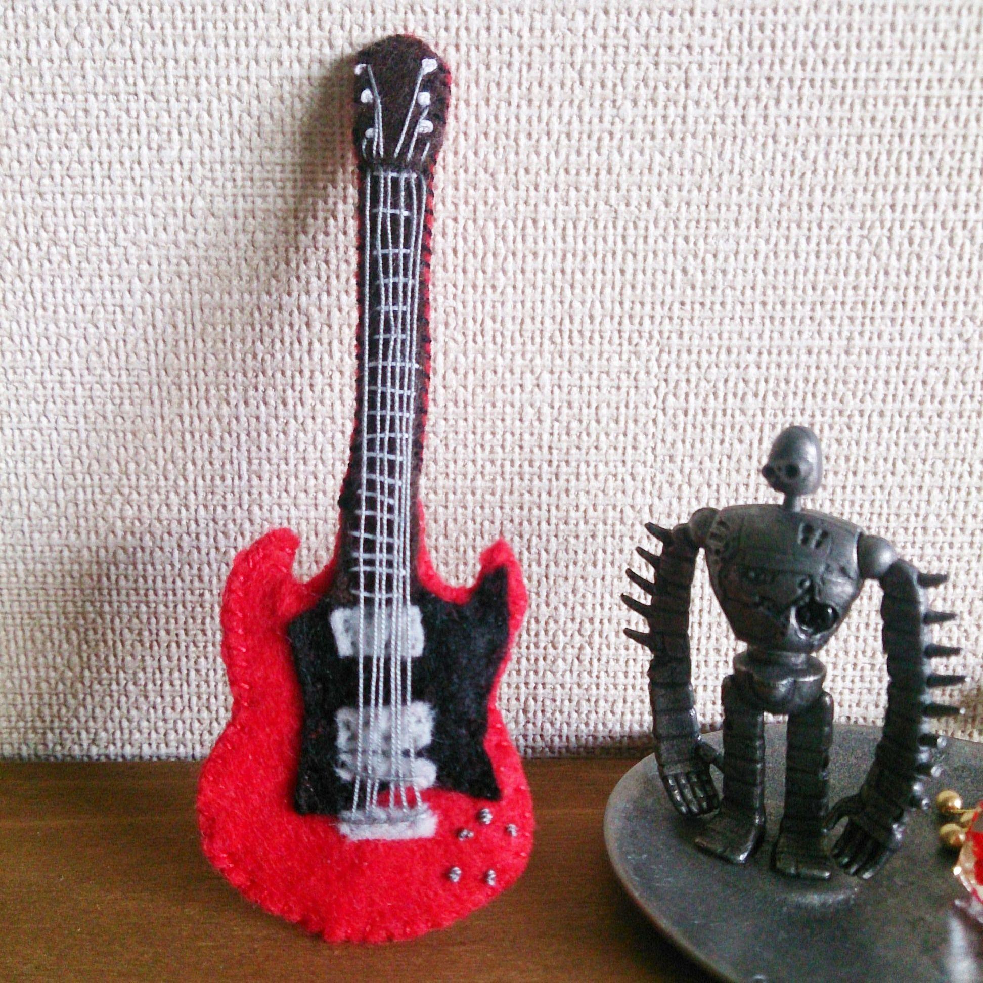 フェルトのギターブローチ(SG)