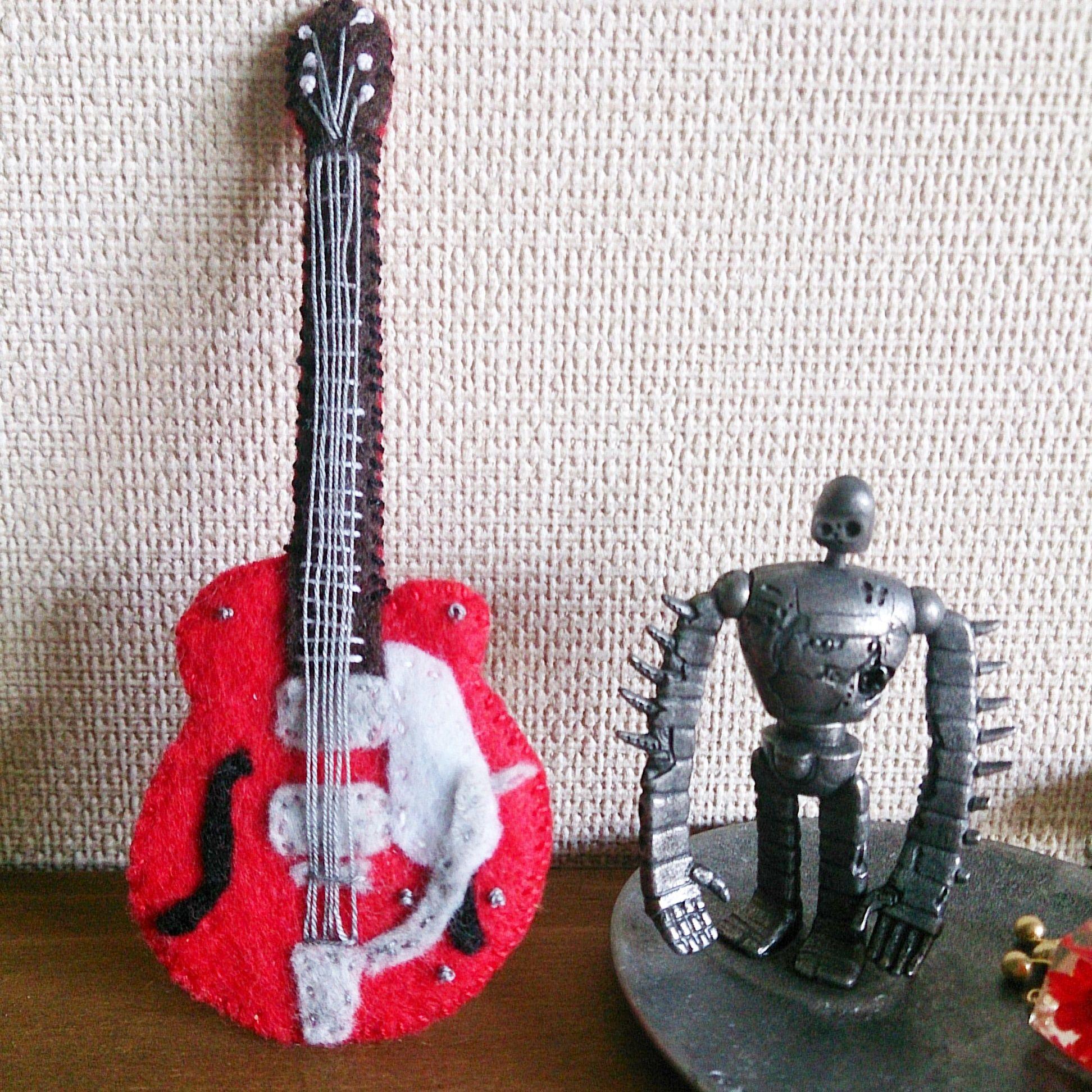 フェルトのギターブローチ(グレッチ・テネシーローズ)
