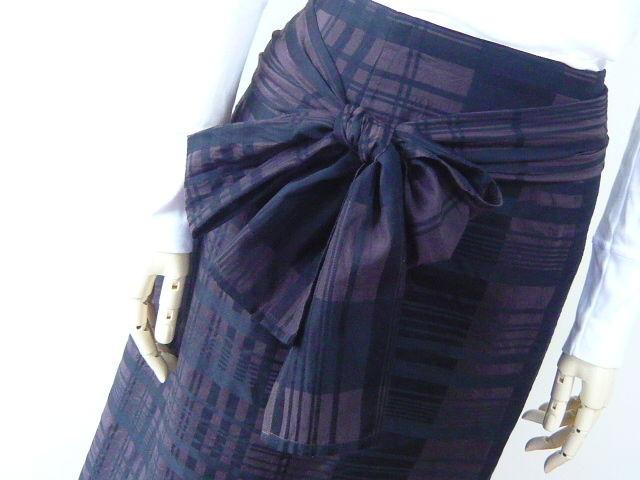 リボンを楽しむチョコブラウンのスリットスカート