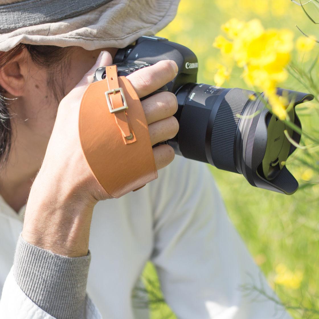 シンプルな高級革カメラストラップ バックルタイプ