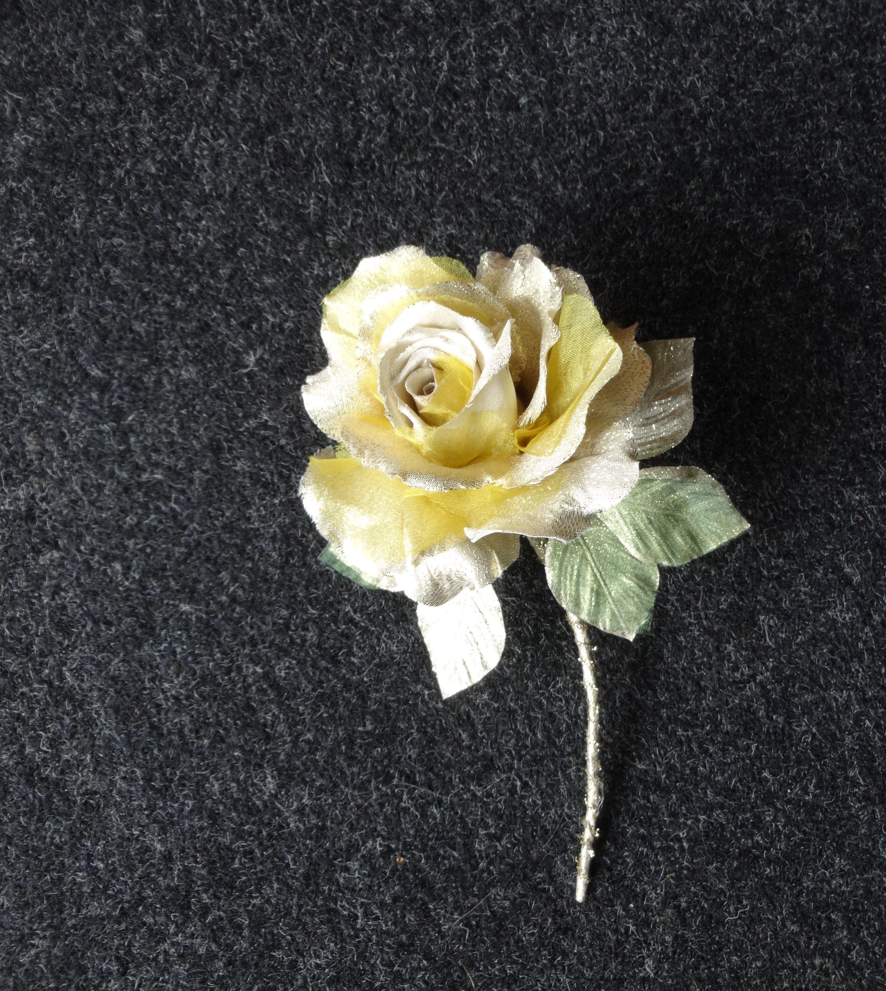 ゴールドの薔薇 * 金ラメ製 * アレンジメント