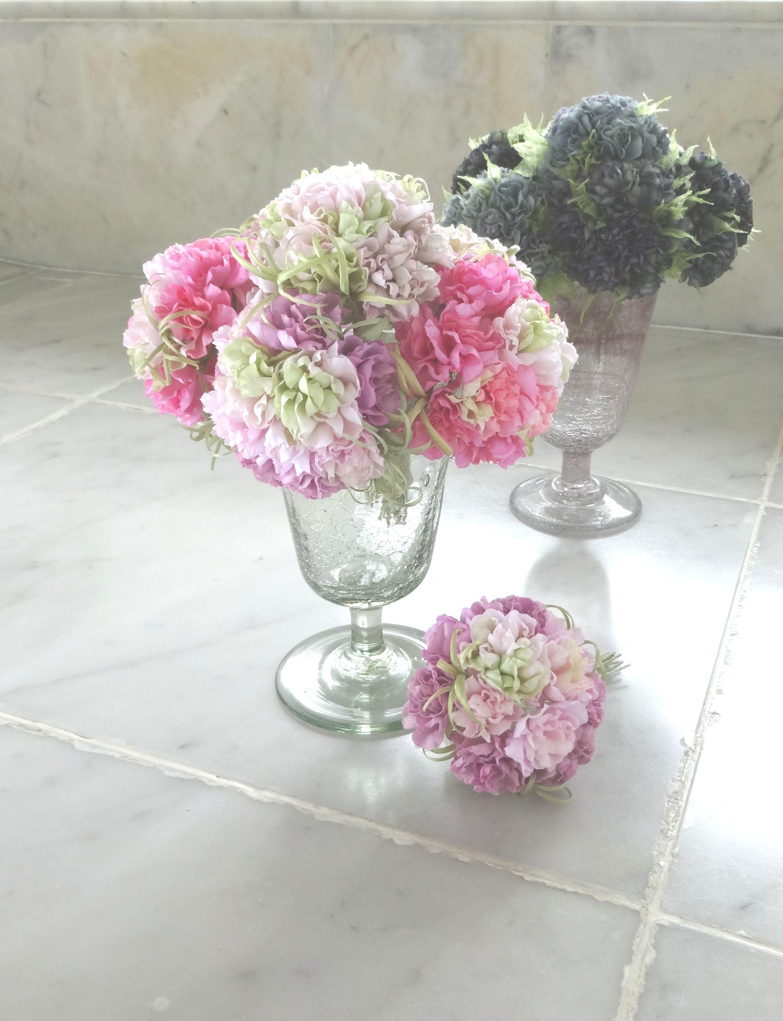 フリル小花のポンポン カーネーション風 ホワイトmix * 綿ローン製 * コサージュ