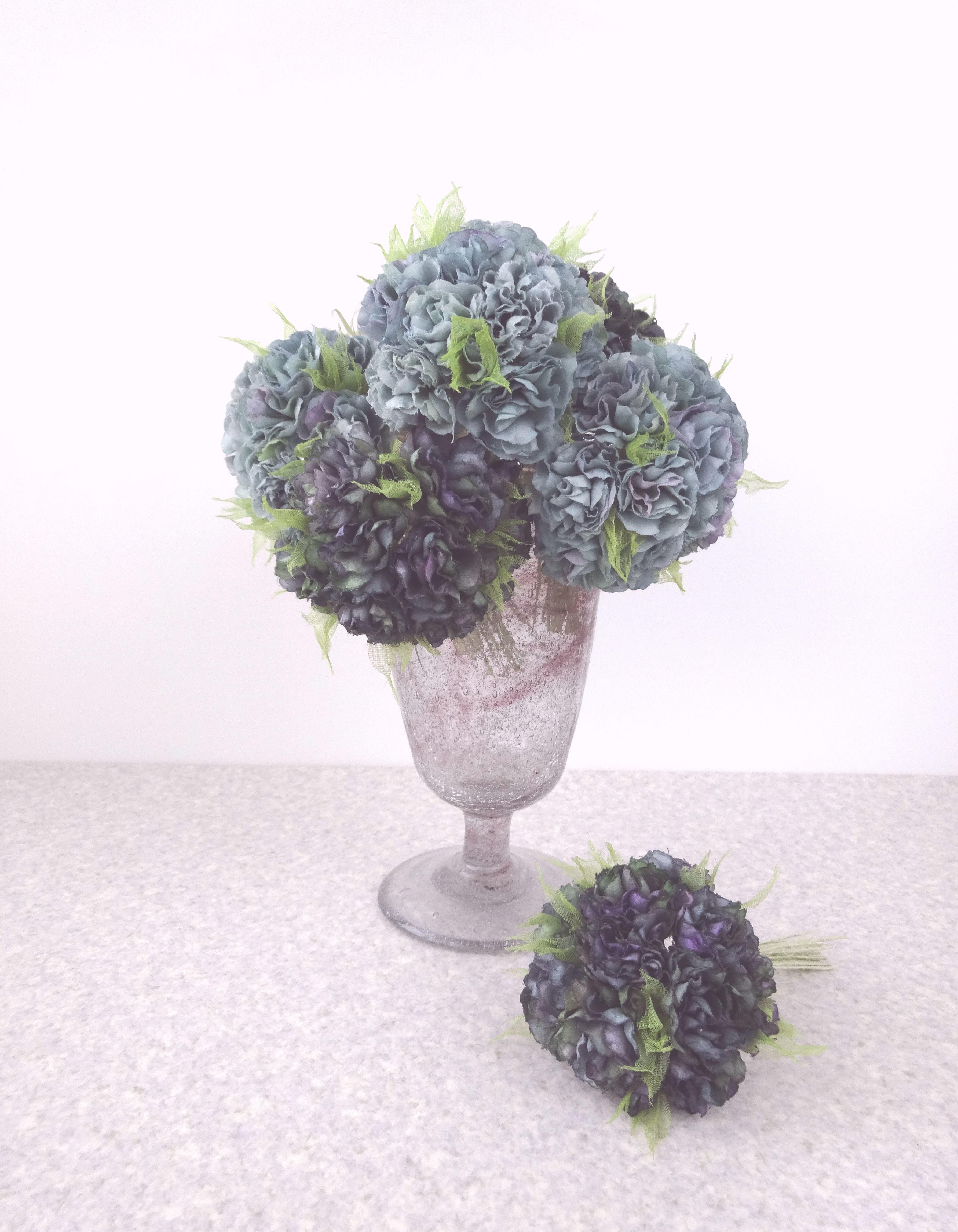 フリル小花のポンポン カーネーション風 ミッドナイト ブルー * 綿ローン製 * コサージュ