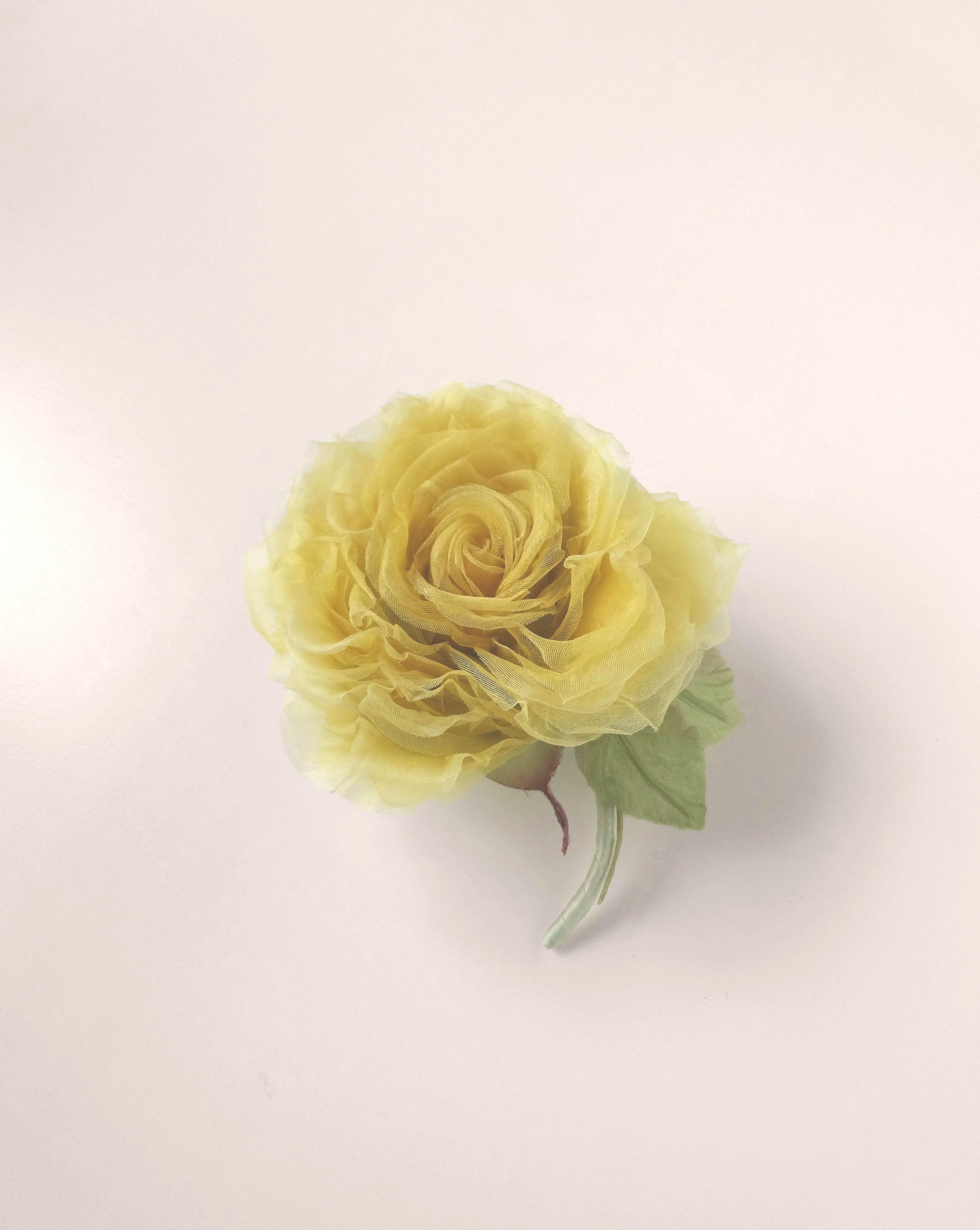 優しいイエローの巻き薔薇 * シルクオーガンジー製 *コサージュ