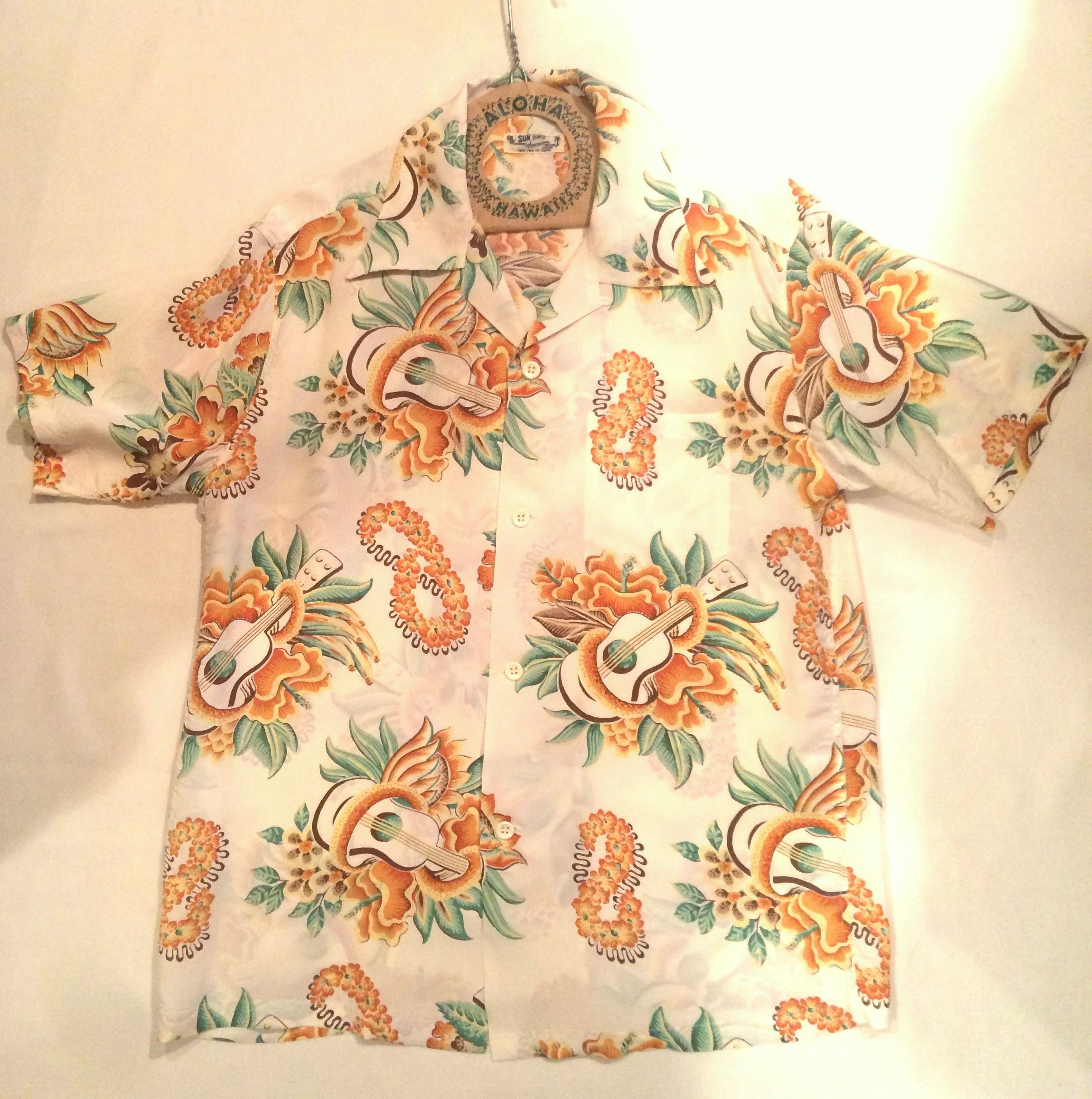 "SUN SURF サンサーフ S/S RAYON HAWAIIAN SHIRT ""MACINTOSH UKULELE""  NO.SS37453 105.ホワイト"