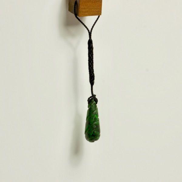 天然コスモクロア3.8g 根付け紐付き☆原石から磨きました