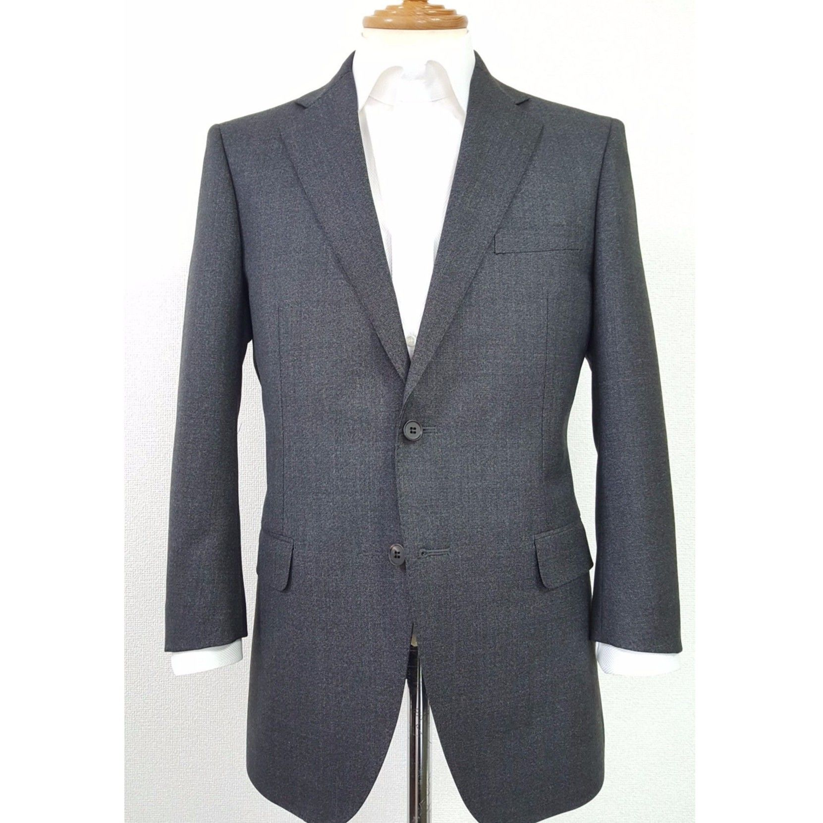 ※現物1点限り〔イタリア生地×国内縫製〕カノニコ社の上質グレーウール2ピースメンズスーツ・肩幅45