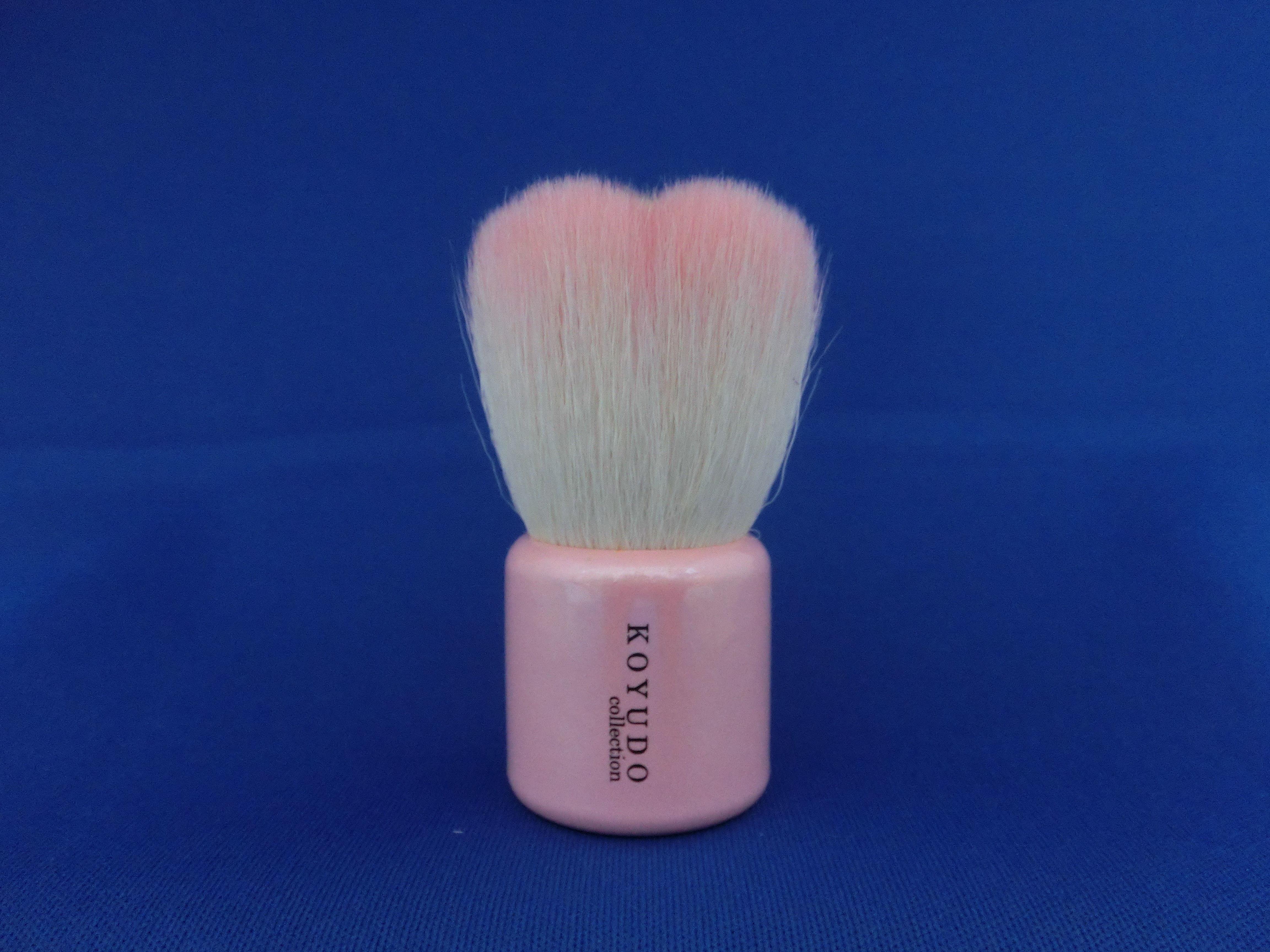 <熊野筆>フラワー型洗顔ブラシ   (ピンク毛×ピンク軸)