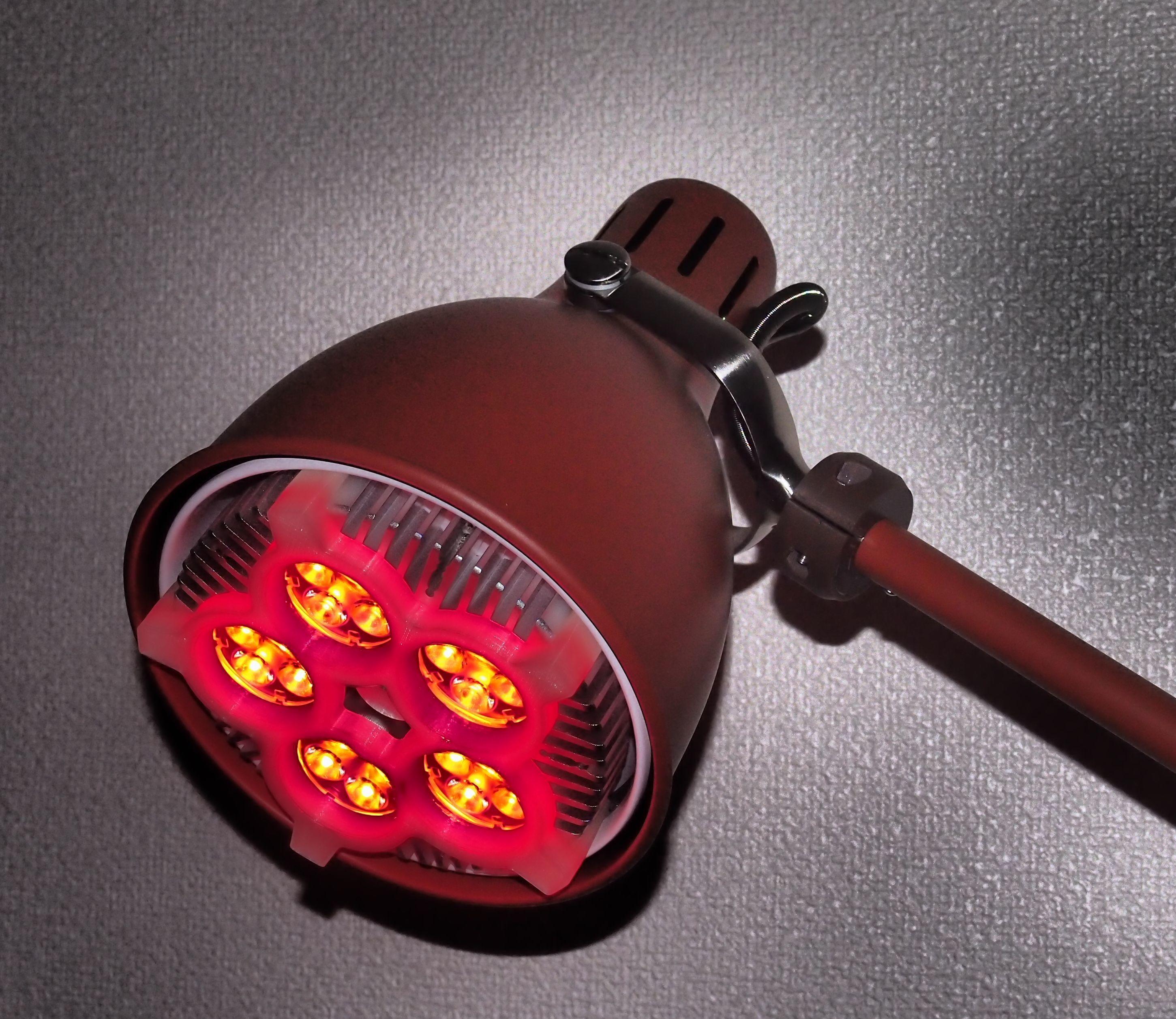 LEDライト(630nmレッド~オレンジ_20W 照射角25°)で可視光線治療