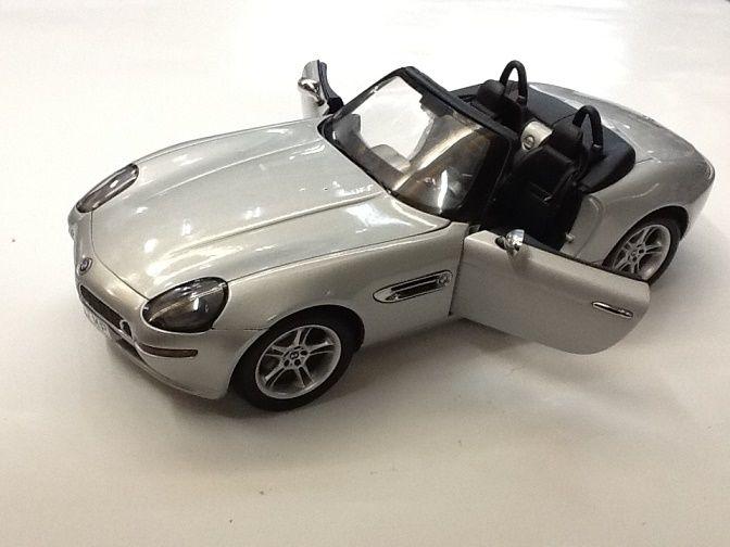 【中古】オートアート BMW Z8 シルバー ミニカー 1/18   ss1710-28  ss1710-277