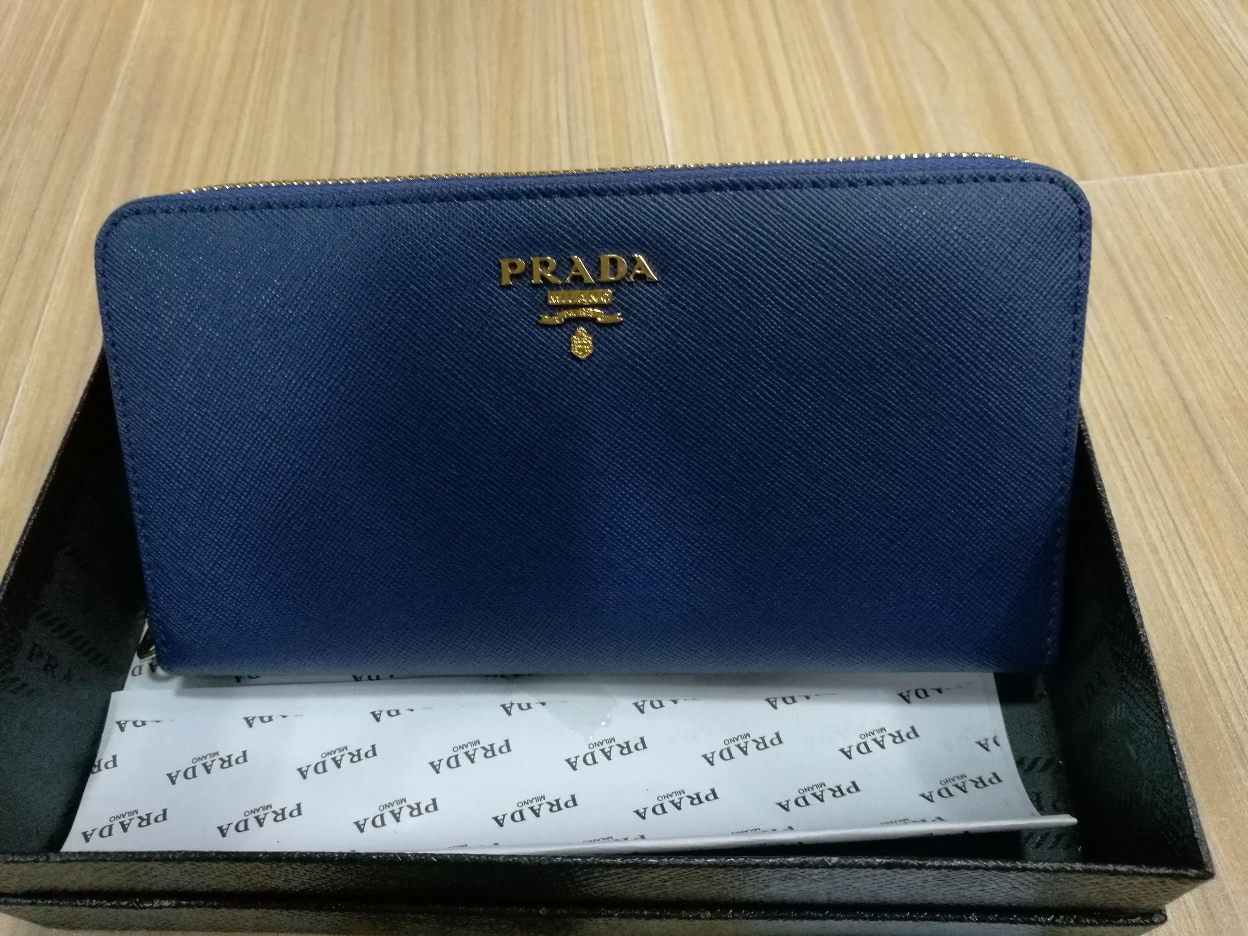 G-17 ?【激安販売】PRADA プラダ 長財布