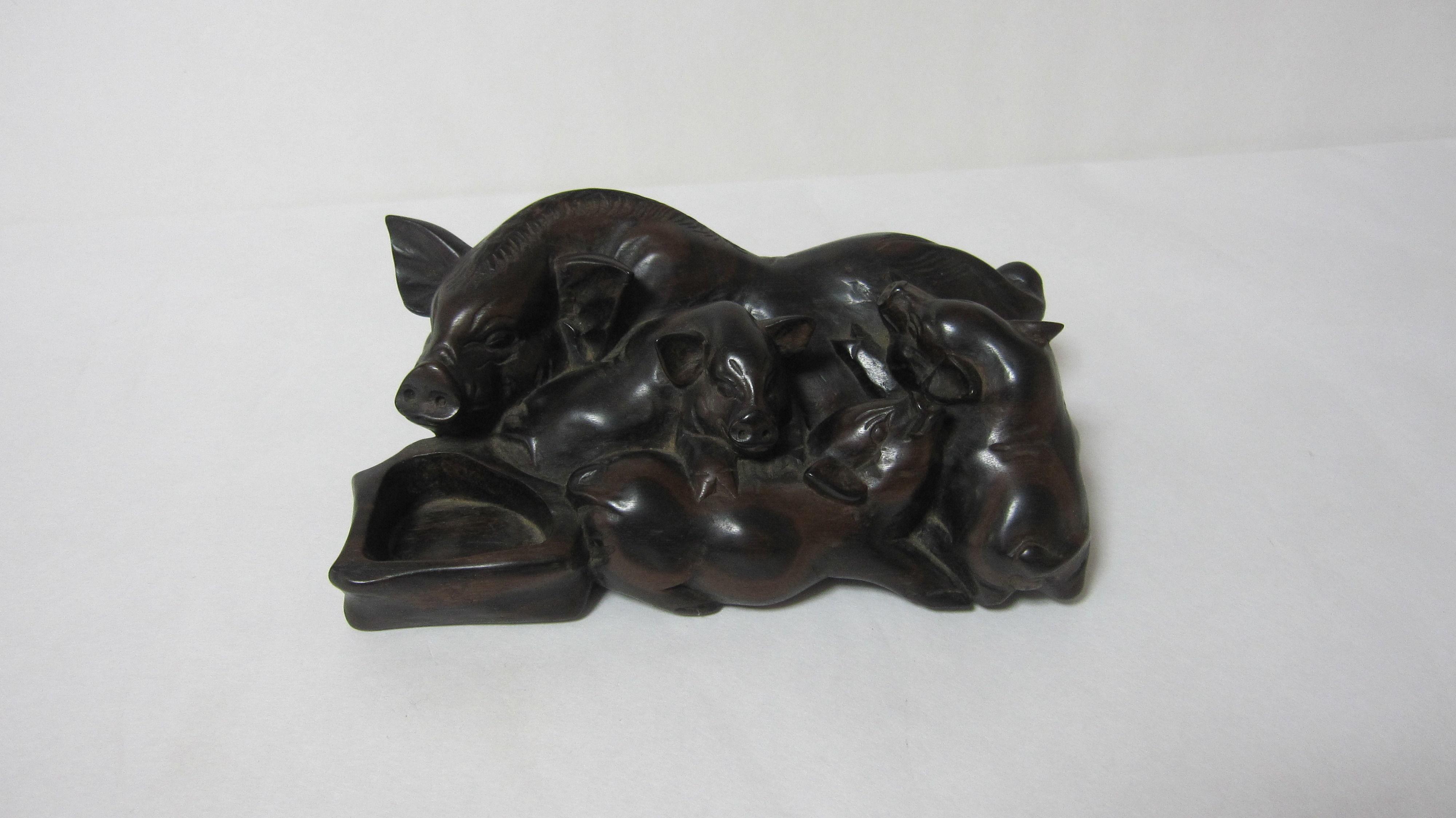 79.豚の親子(黒檀材)            (幅20.5×奥行12.5×高さ7.6cm)