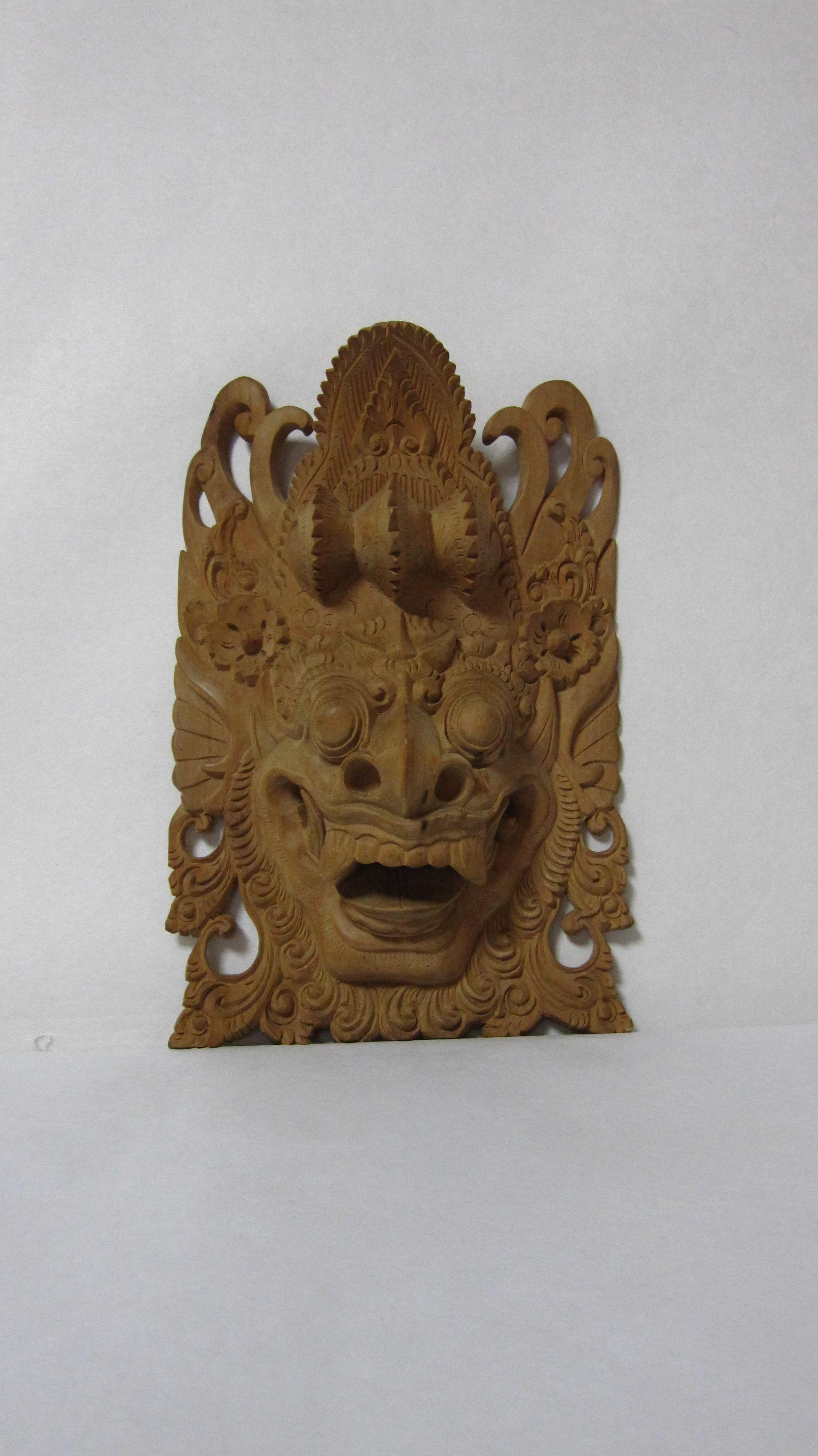 8.バリ島の神様(白檀材)                       (幅13×奥行5×高さ19.5cm)