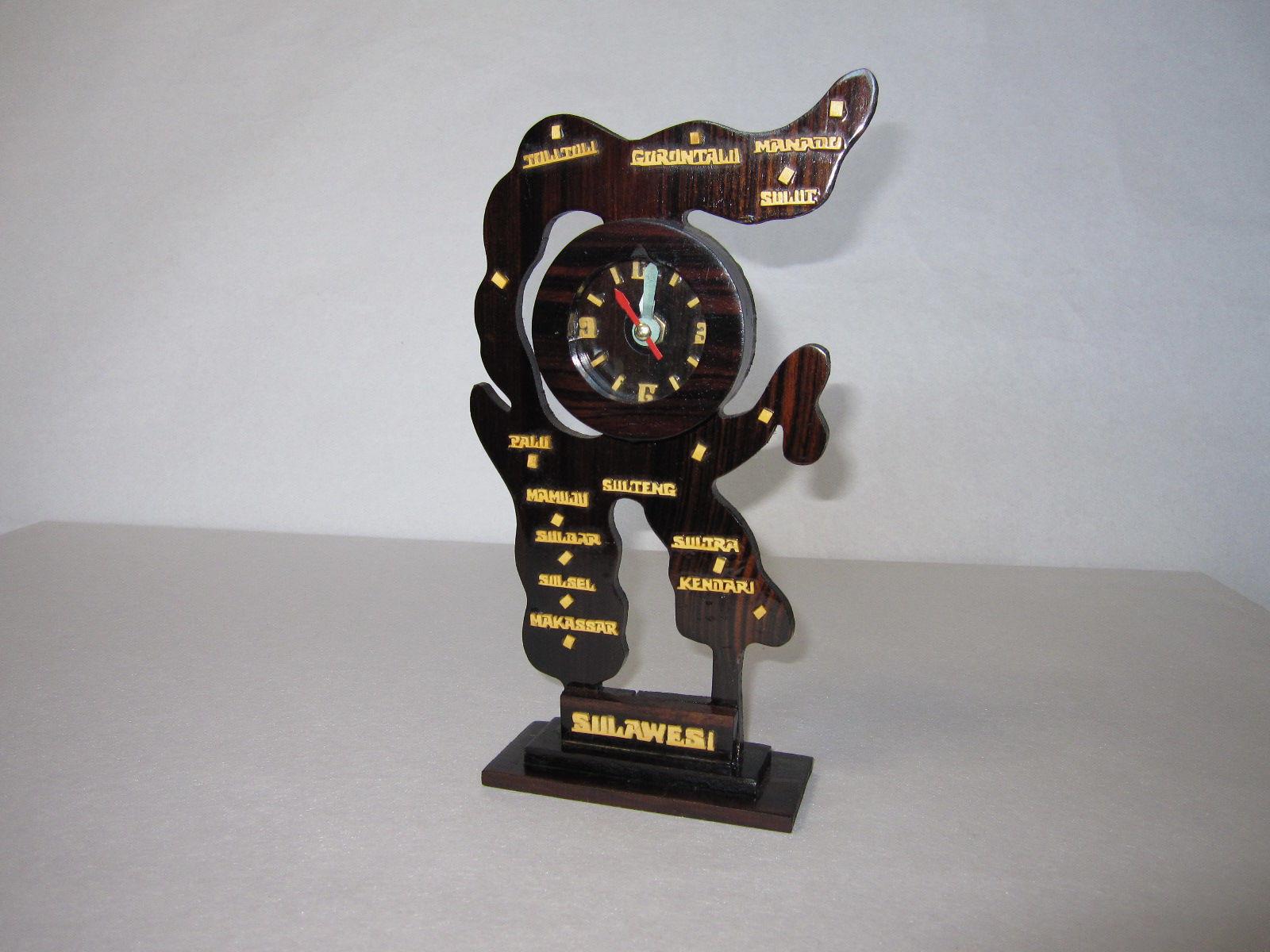 25.時計(黒檀材)            (幅12×奥行5.5×高さ26cm)
