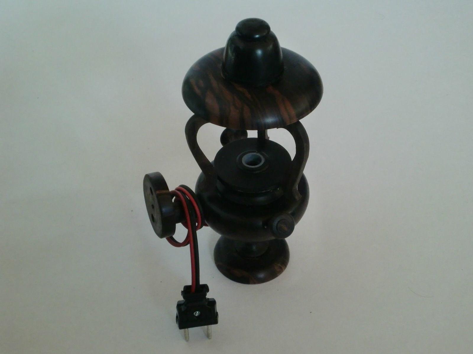 18. ランプ(黒檀材)            (幅13×奥行11×高さ24cm)