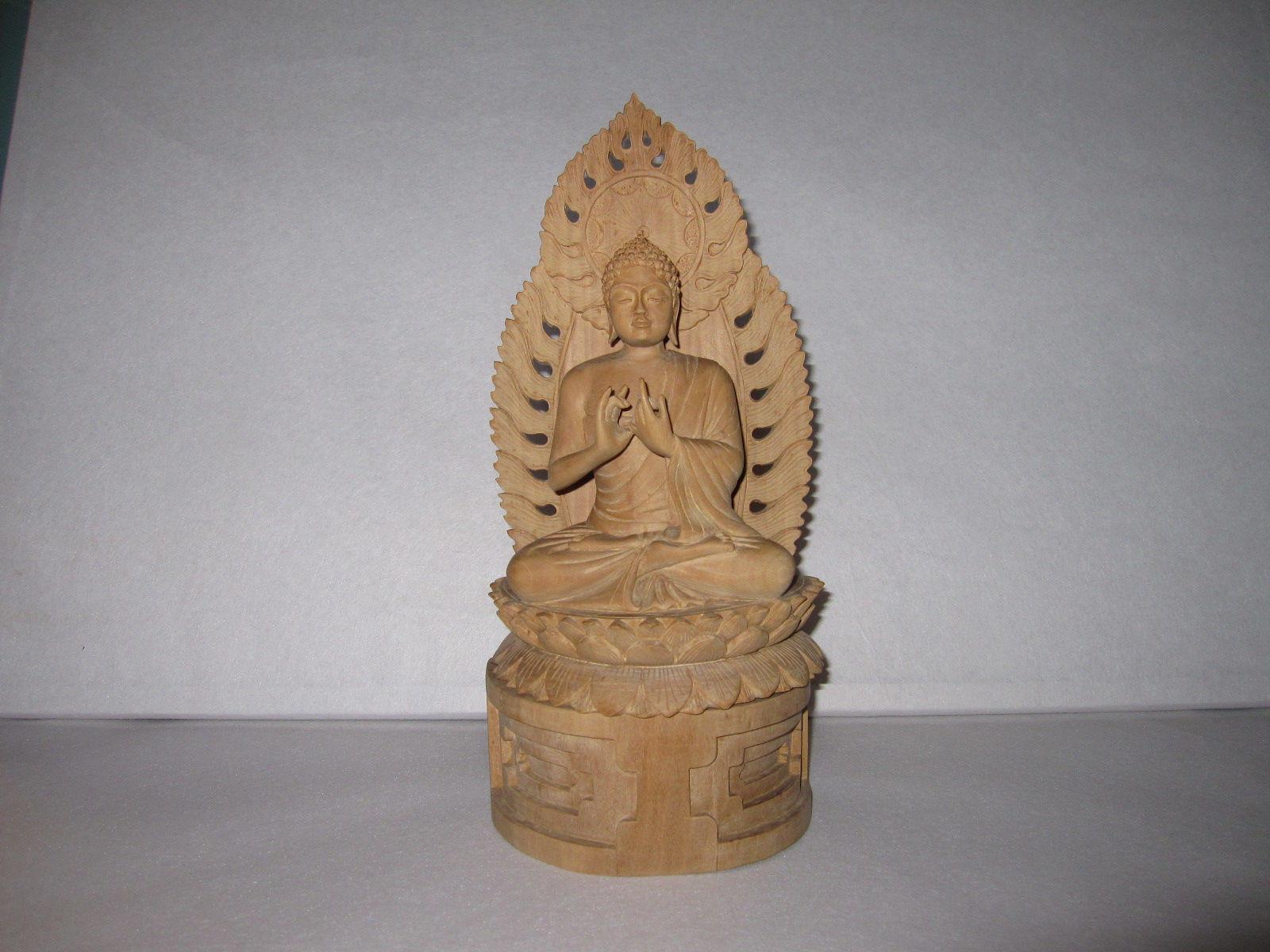 92.仏像(白檀材)            (幅15.5×奥行9×高さ34cm)