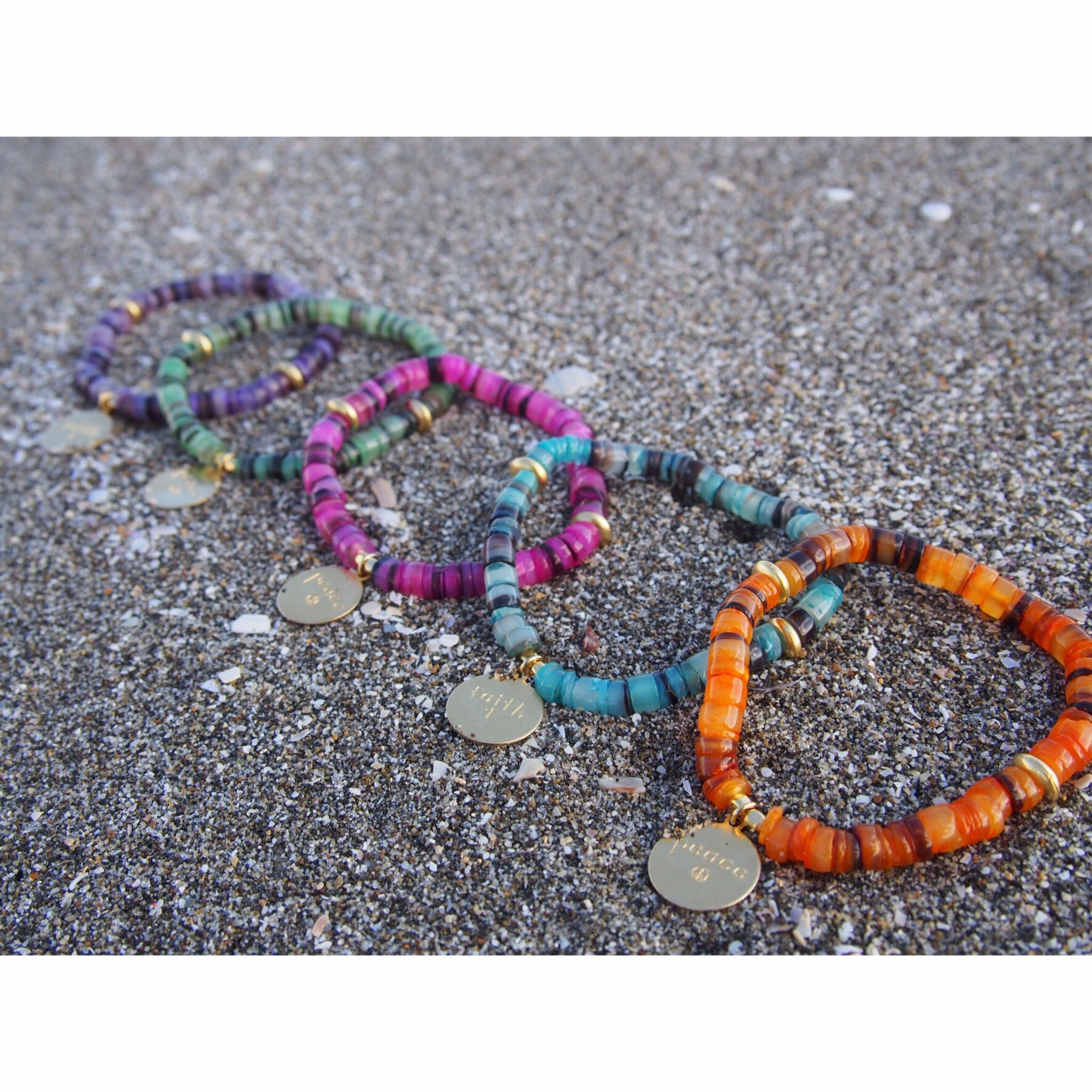 Color shell bracelet