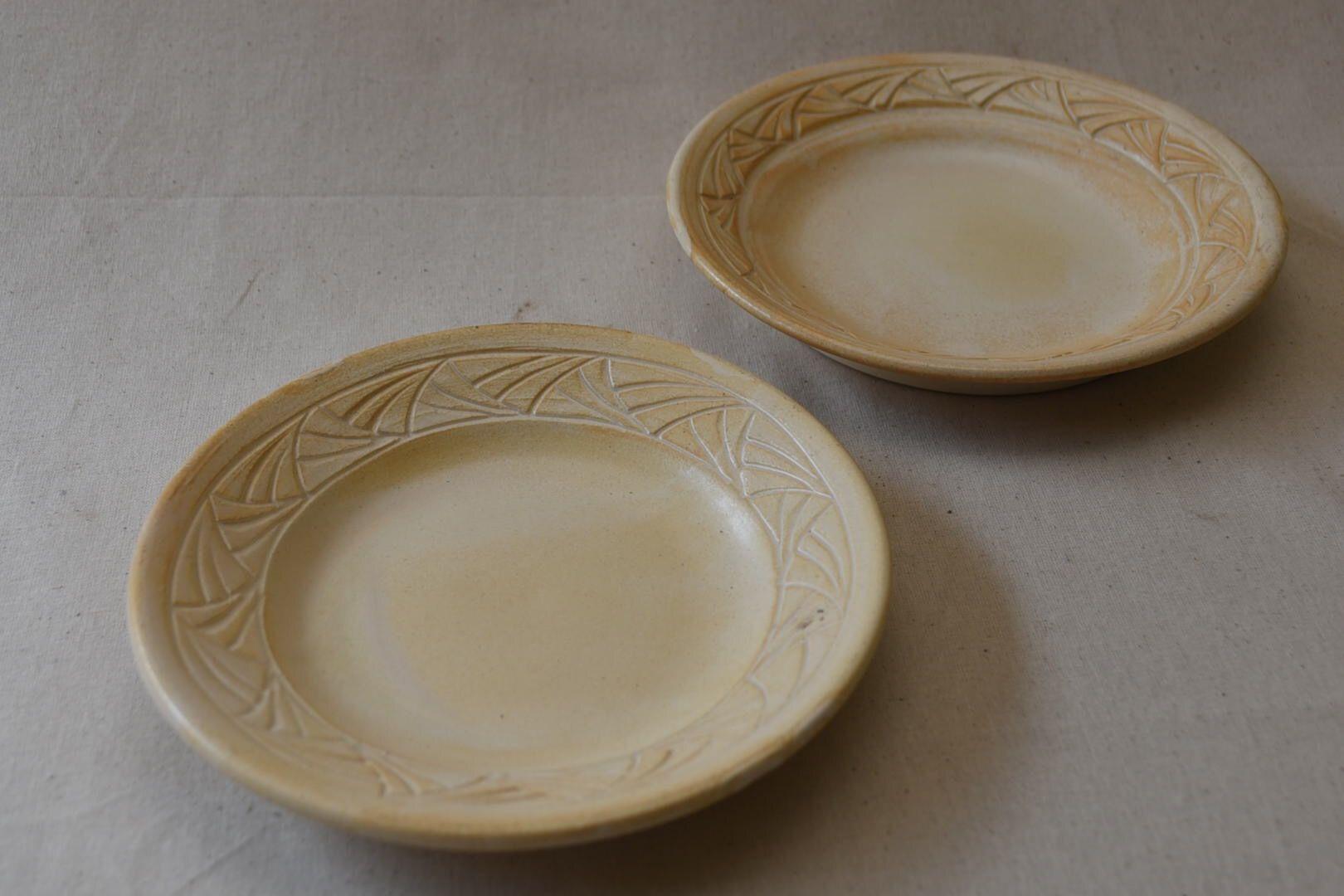 彫り込み6寸皿(約18cm)
