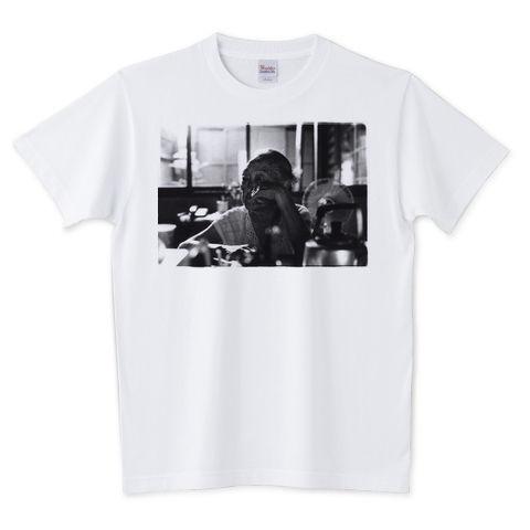 ナミノさんのTシャツ「テレビを観るナミノさん」