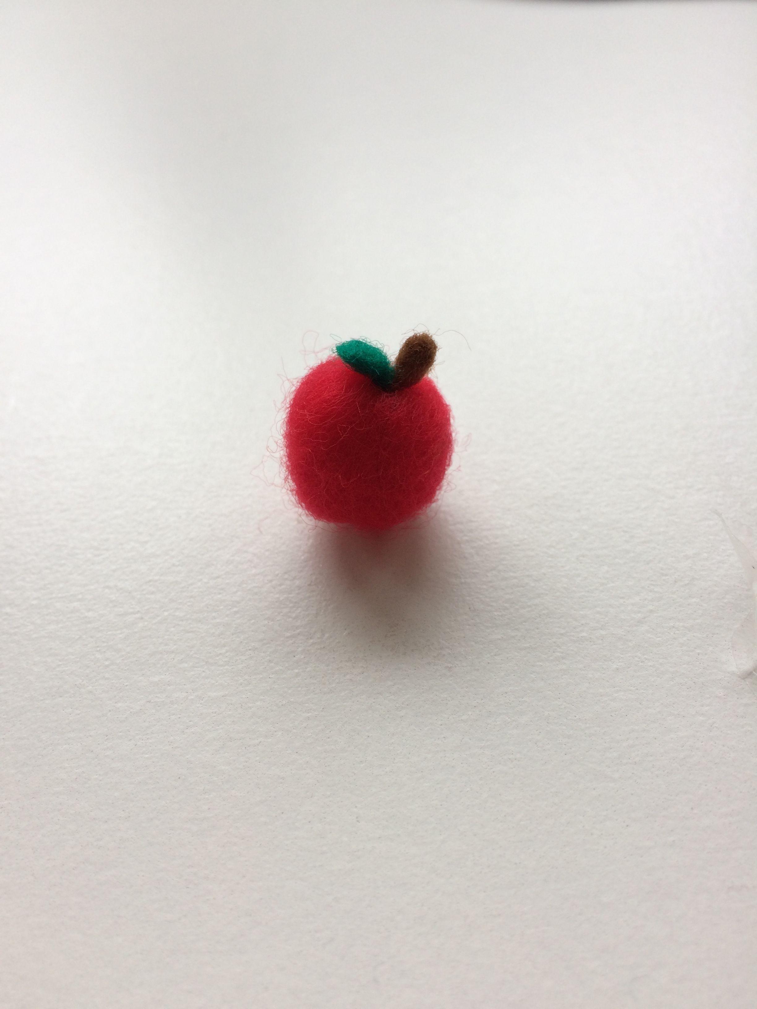 【送料無料】ラペルピン りんご