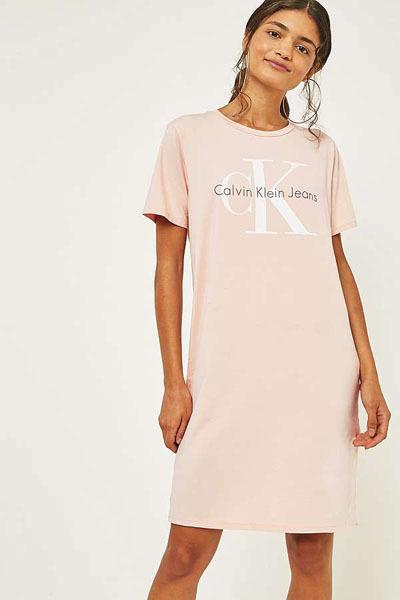 人気美品 カルバンクライン Tシャツワンピース 半袖   レディース