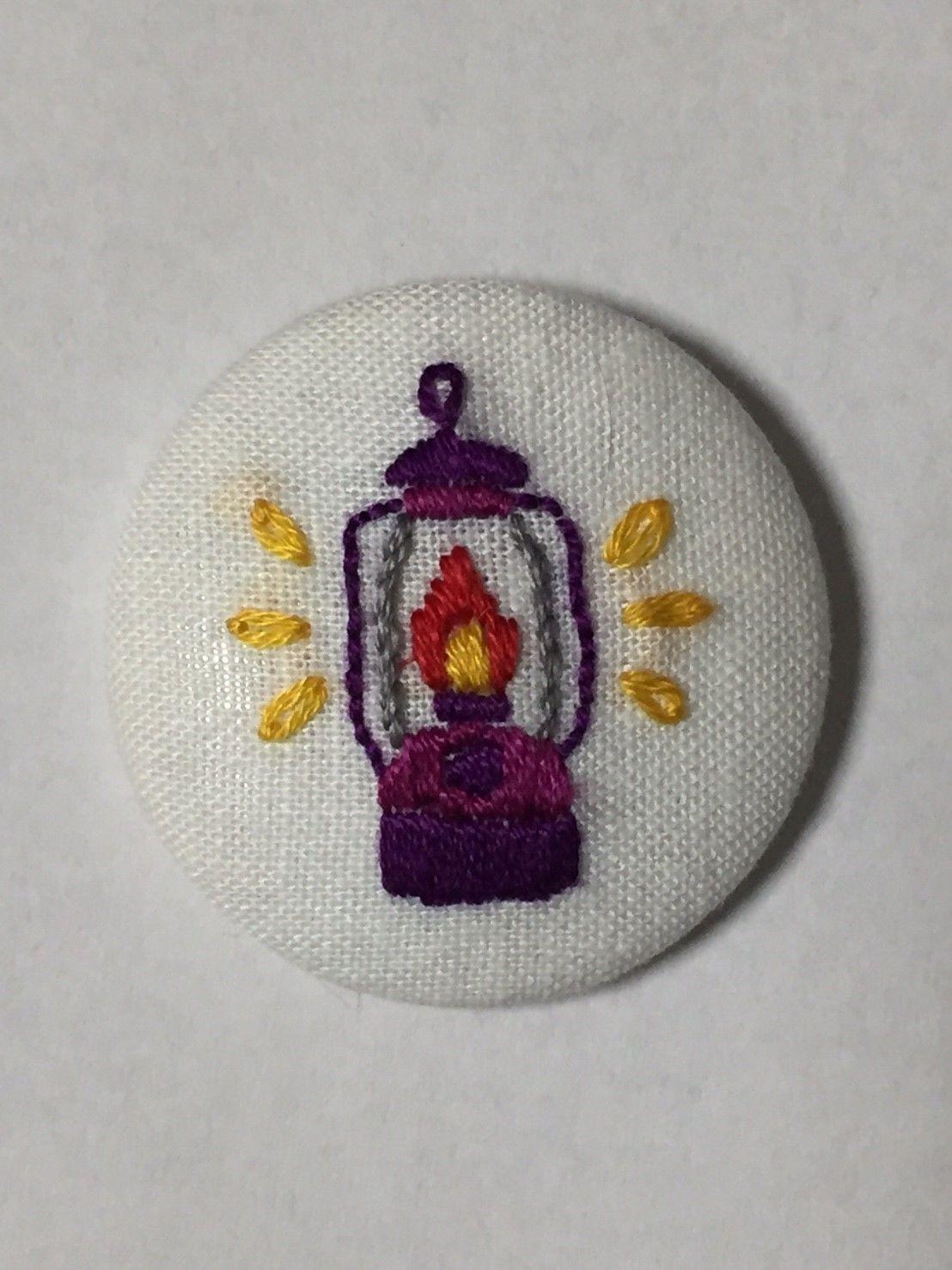 手作り刺繍ランタンのバッジ(パープル)No.014
