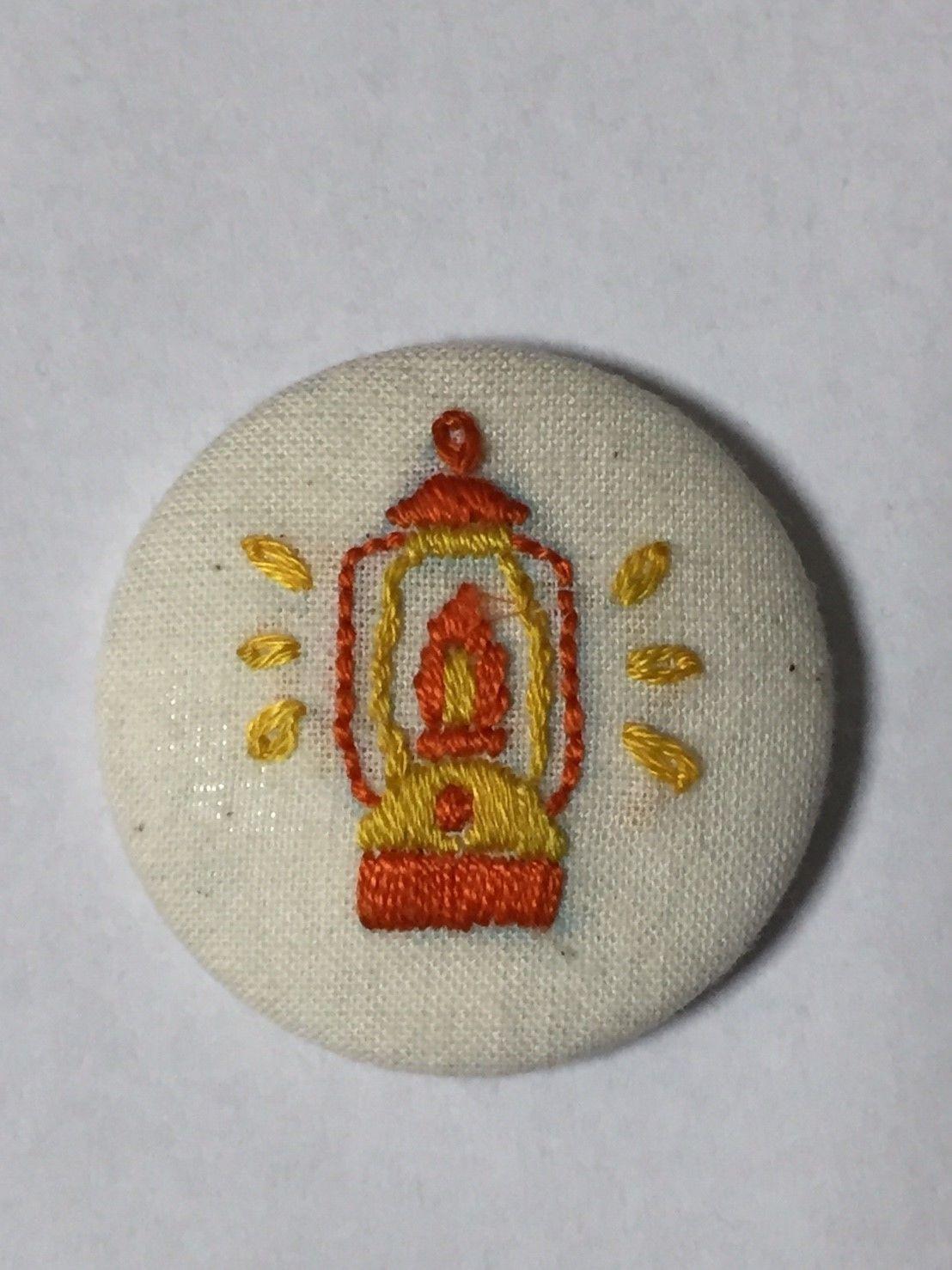 手作り刺繍ランタンのバッジ(オレンジ・イエロー)No.016
