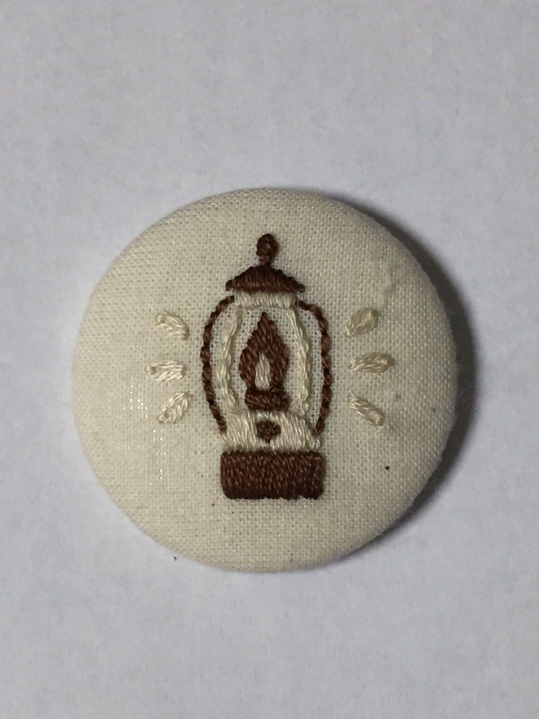 手作り刺繍ランタンのバッジ(ブラウン・ベージュ)No.015