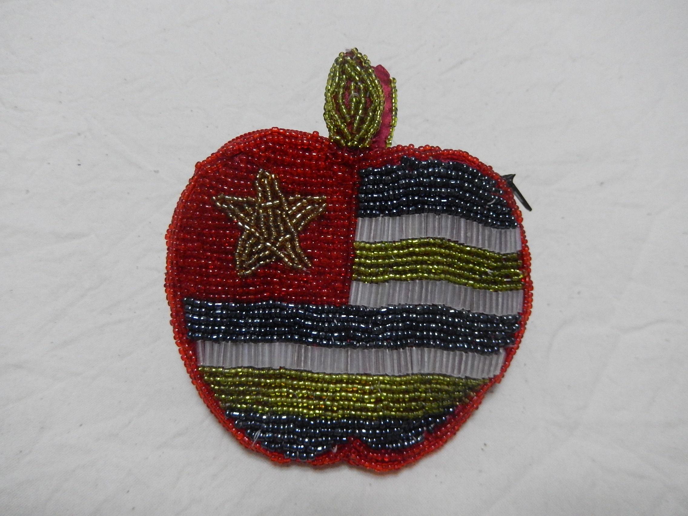 ベトナムのビーズポーチ りんご1