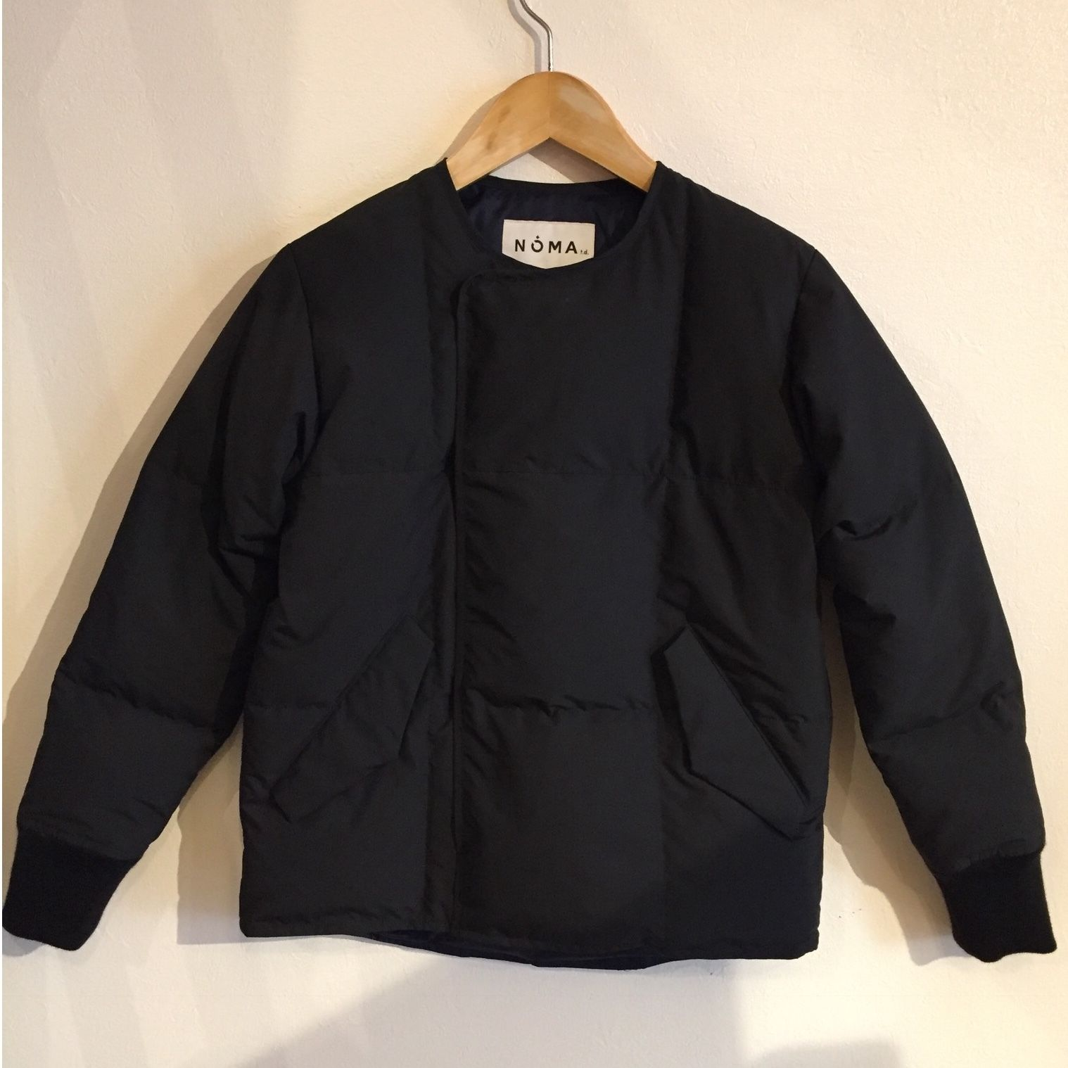 【NOMA t.d.】Collarless down jacket