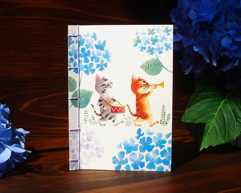"""草木染めこぎん糸の和綴じカード[こねこのマーチ""""紫陽花""""]"""