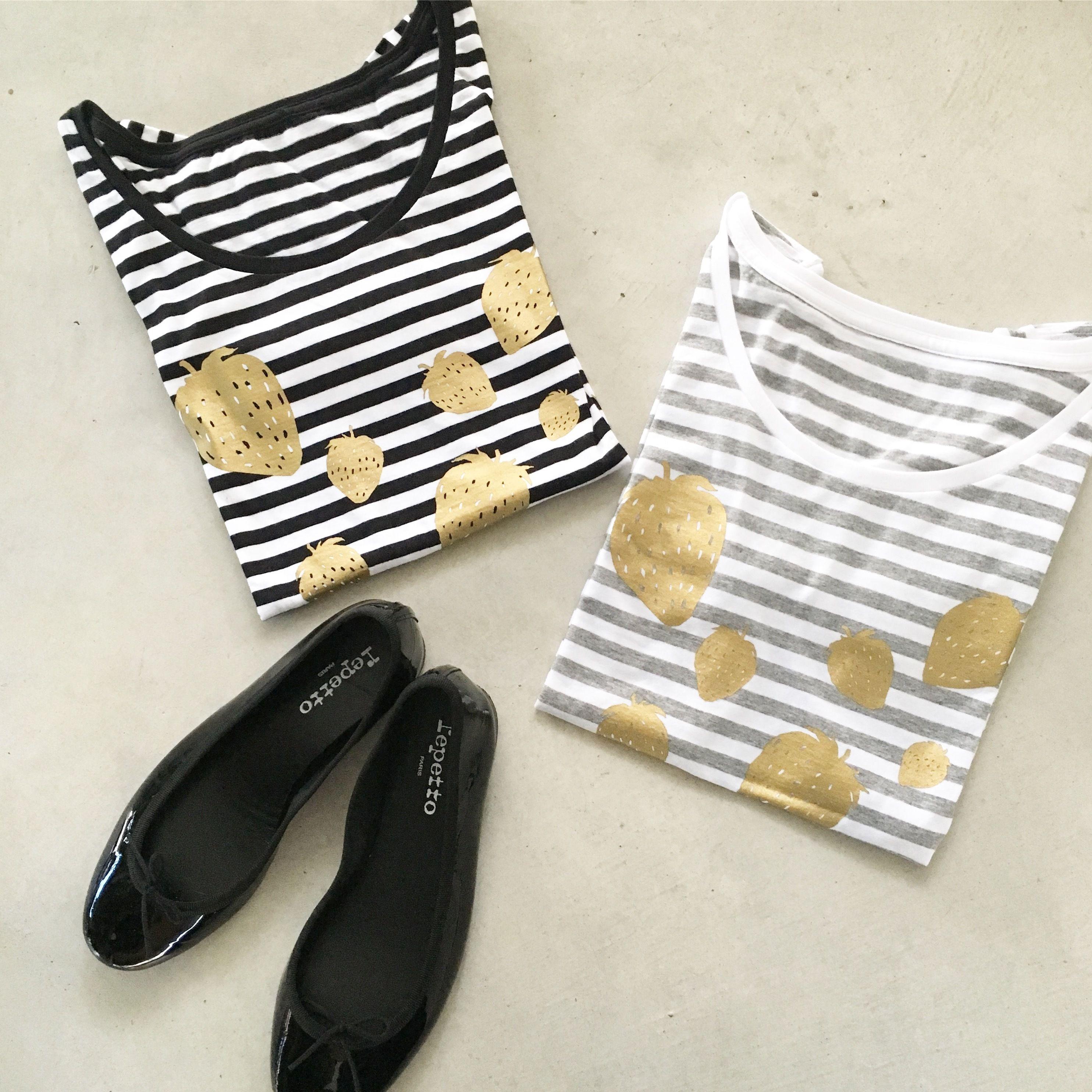 いちごの長袖Tシャツ(ブラック)
