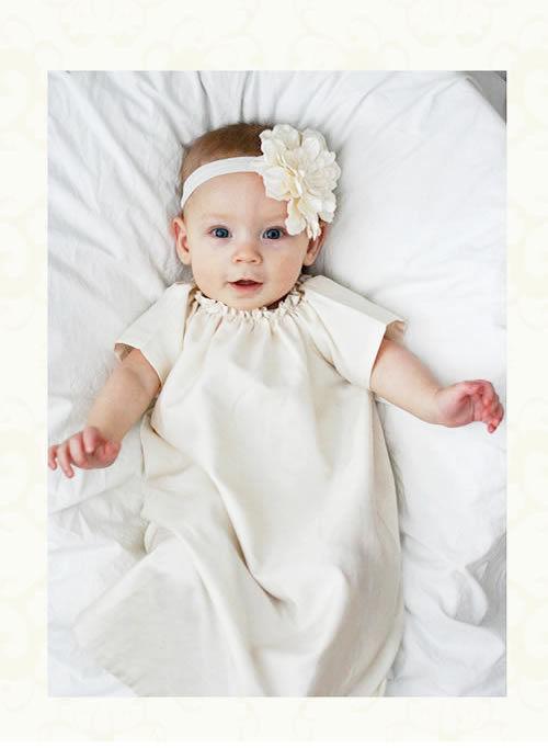(レンタル)ベビードレス☆シンプルロングガウン「SHILOH」 ソフトフラワーヘアバンドセット☆赤ちゃんの出産祝い・セレモニーに♪