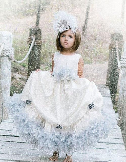 (レンタル)ライトグレイのフェザーラインタフタドレス☆シックな雰囲気がかわいい♪Winter Fairytale2T【90・100サイズ】