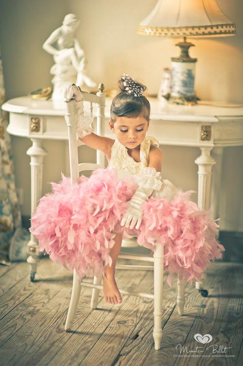 (レンタル)ラグジュアリードレス☆ サテンローズとゴージャスファーのエリザベスドレス♪グローブ付4-5歳サイズ