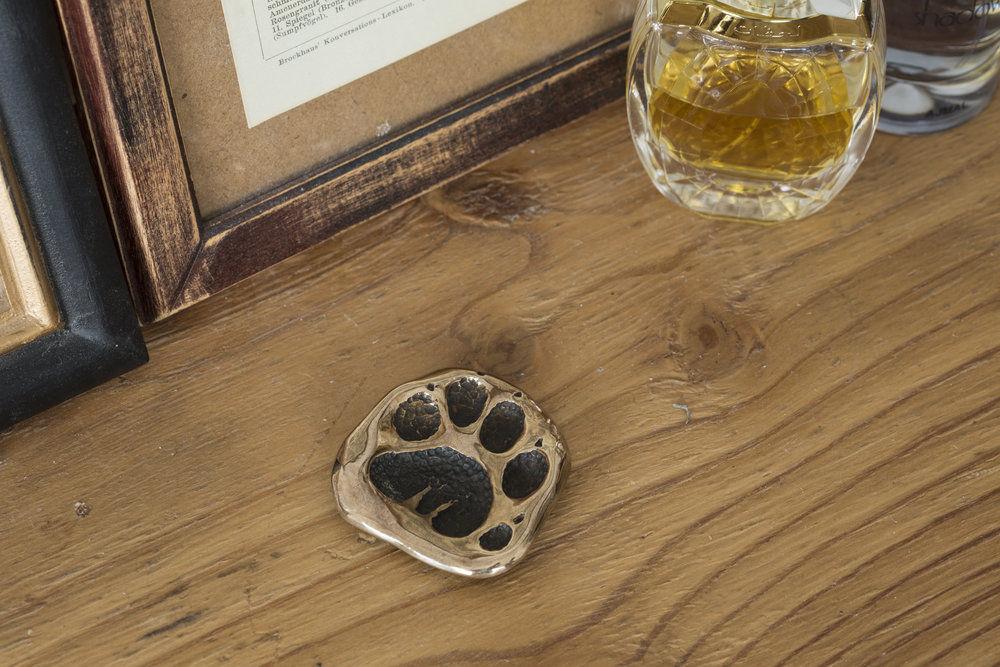 シベットキャット(ジャコウネコ)の足跡 アンティーク調ブロンズ製小物トレイ