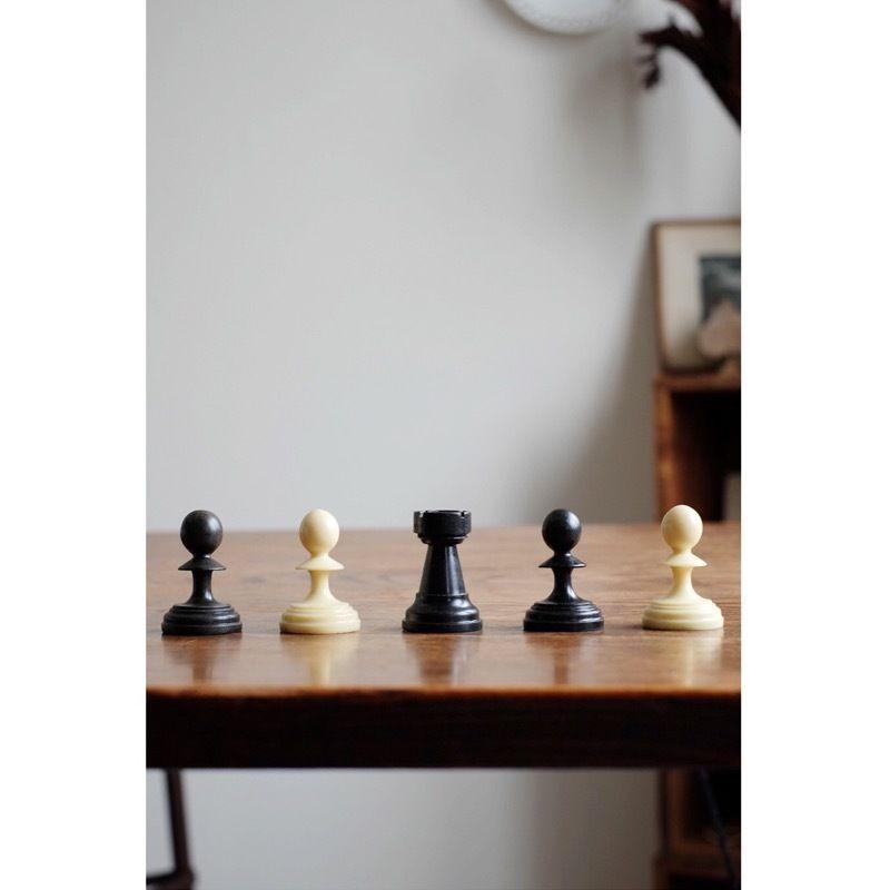 ハンガリーの古いチェスの駒(5個セット)