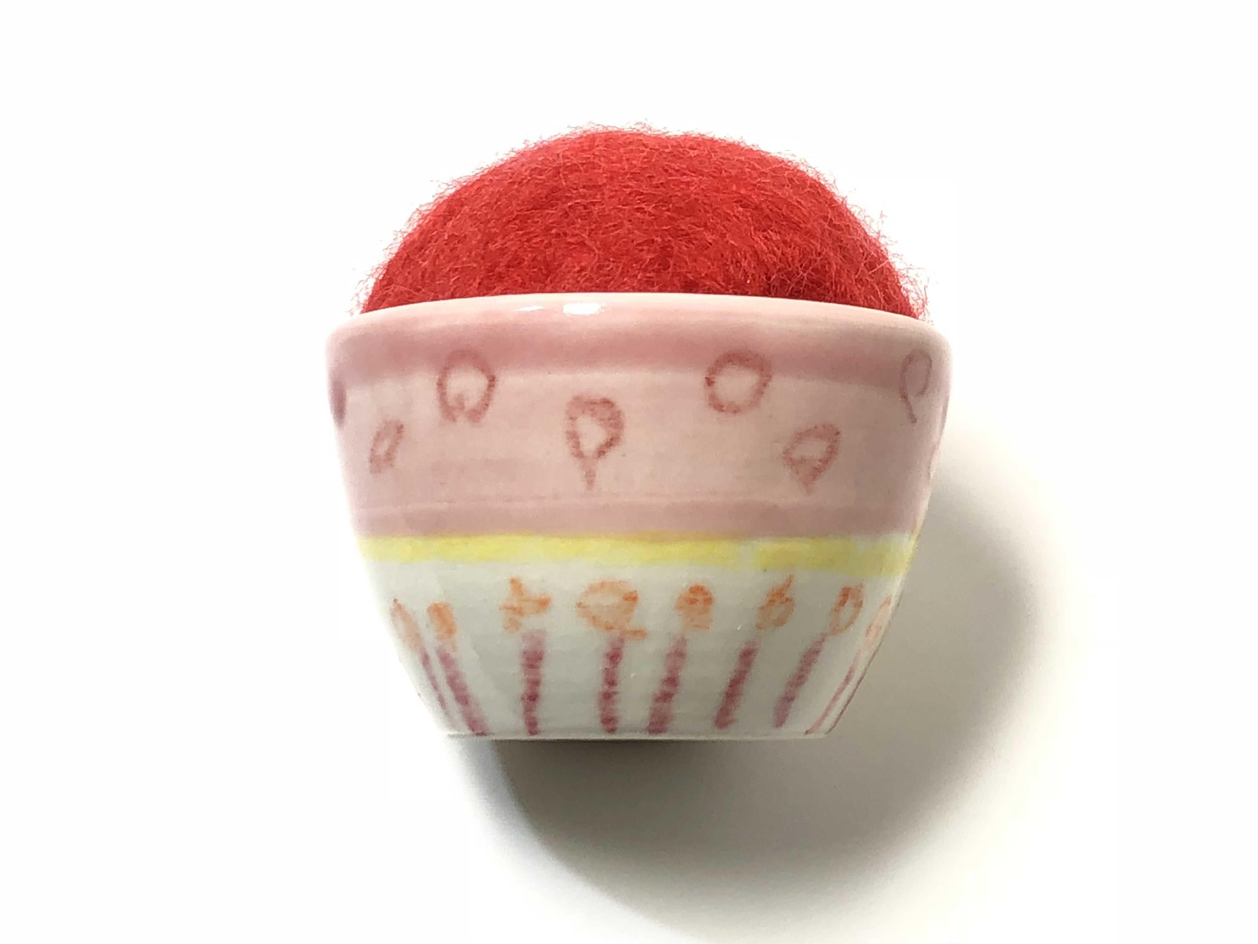 九谷焼お針山 ポップ  red