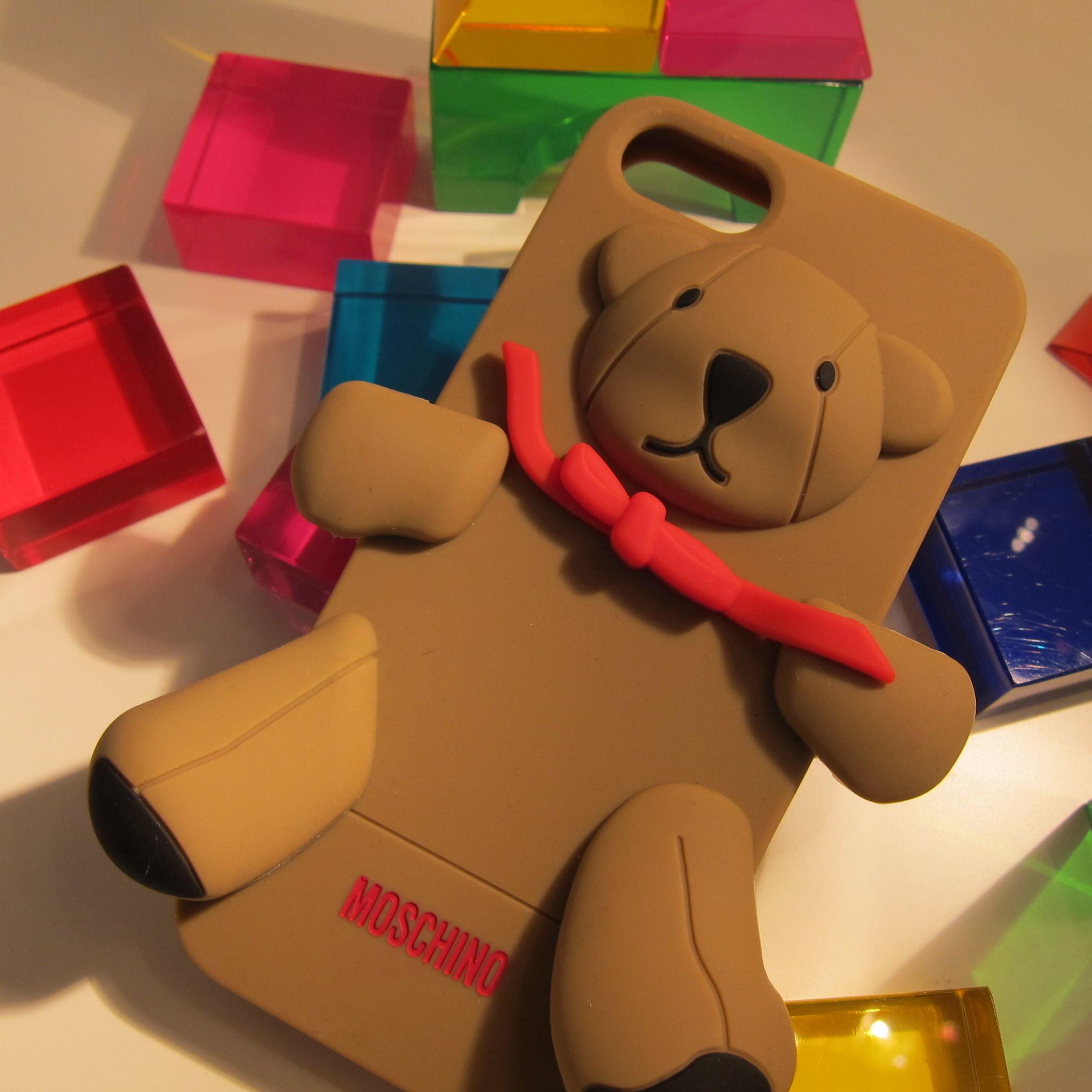♪大人気 正規品 モスキーノ 【Moschino】 iPhone 5/5Sケース
